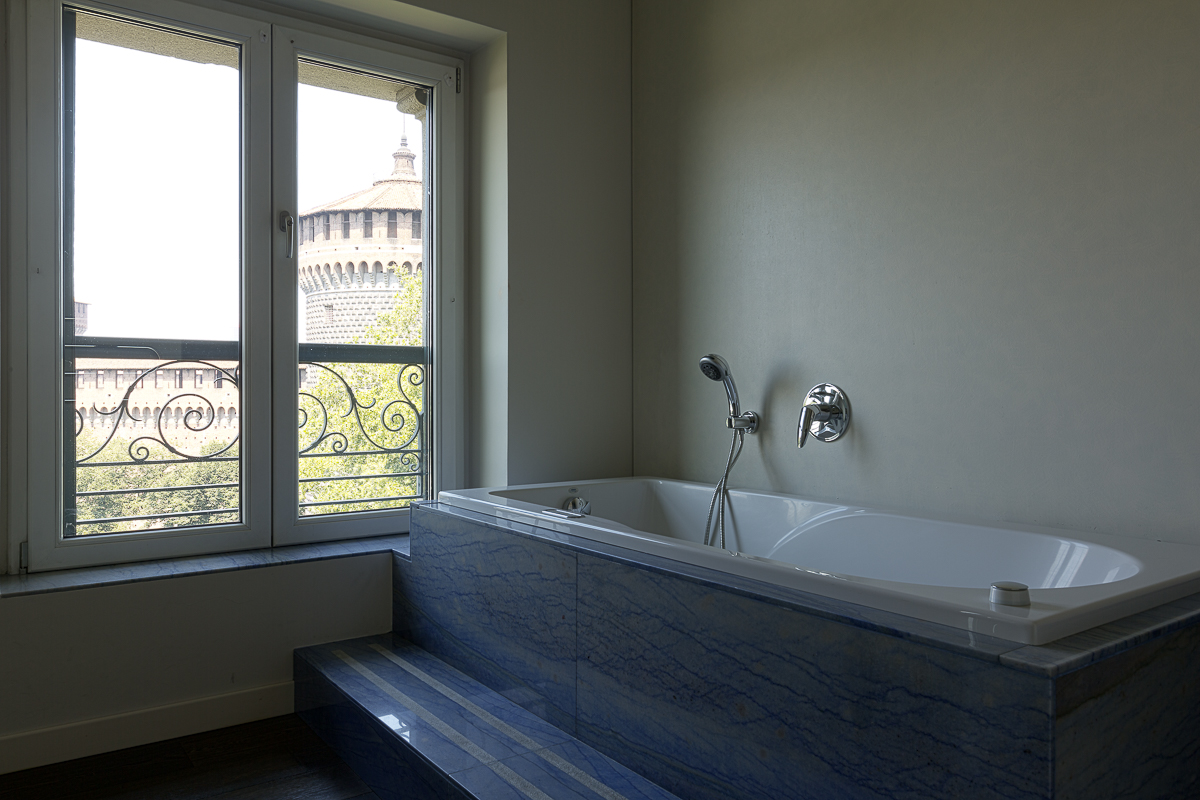 Additional photo for property listing at Castle's view panoramic penthouse in Piazza Castello  Milano, Milan 20121 Italie