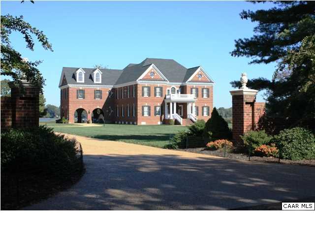 Maison unifamiliale pour l Vente à Cranefield 8473 BAILEY'S WHARF RD Gloucester, Virginia 23061 États-Unis