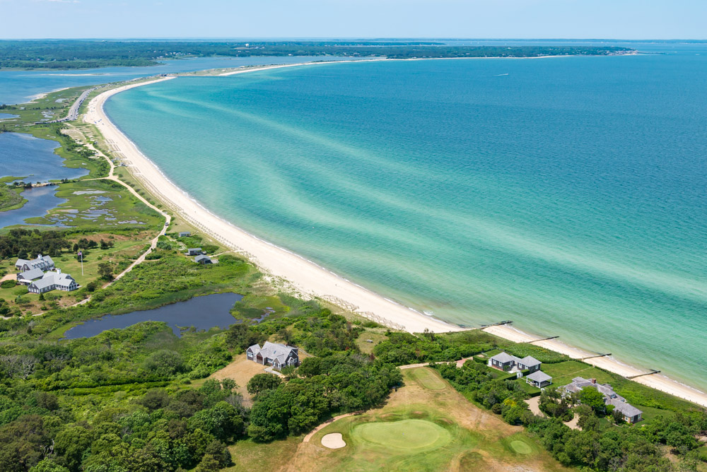 Villa per Vendita alle ore Waterfront on Vineyard Sound 14 Golf Club Road Edgartown, Massachusetts 02539 Stati Uniti