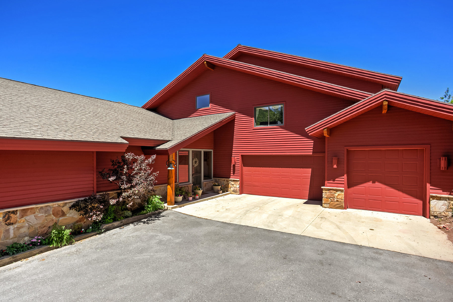 Single Family Home for Sale at Inviting Private Mountain Home With Views 7497 N Tall Oaks Dr Park City, Utah, 84098 United States
