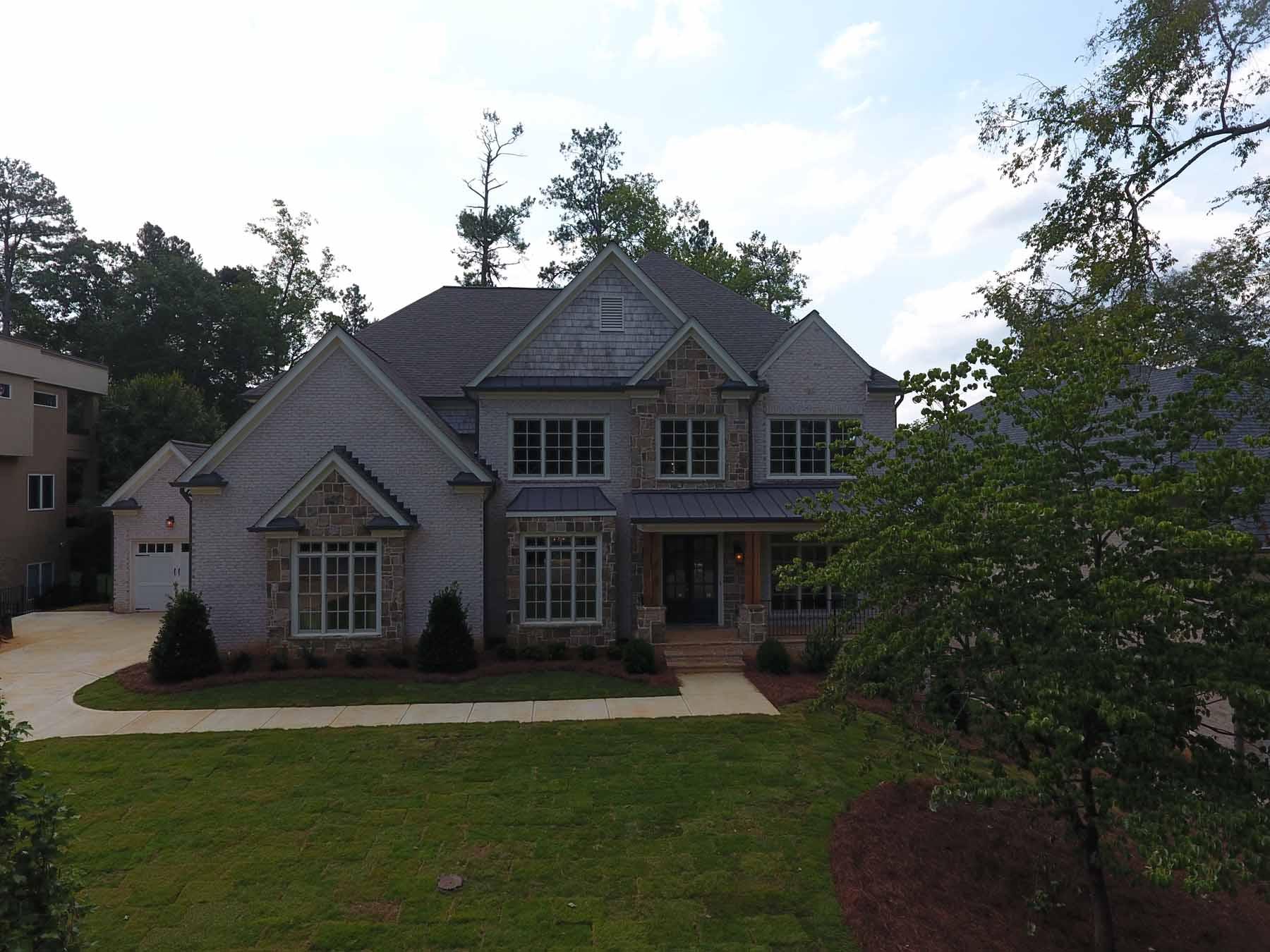 단독 가정 주택 용 매매 에 Custom Home Under Construction 580 High Point Lane Atlanta, 조지아, 30342 미국