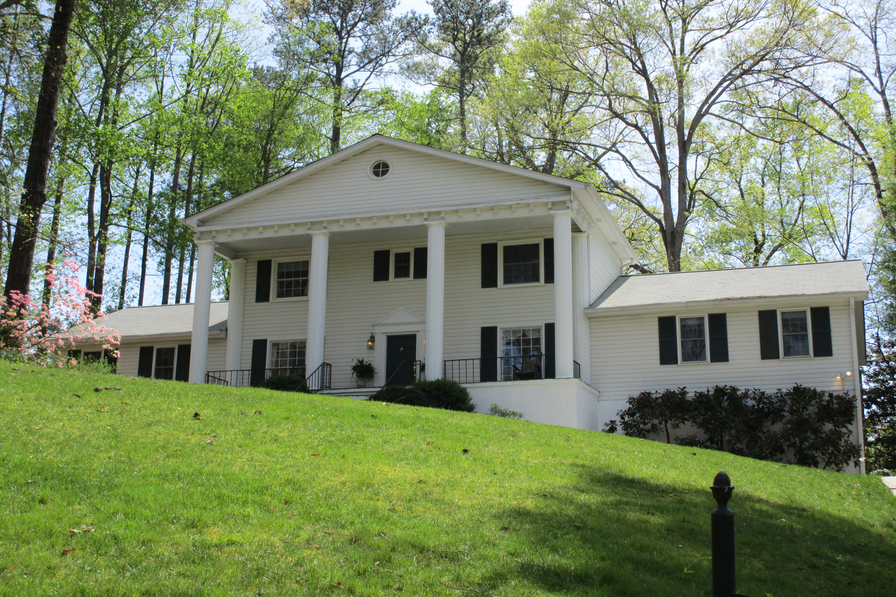 Single Family Home for Sale at Private Home In True Vinings 2850 Vinings Way SE Atlanta, Georgia, 30339 United States