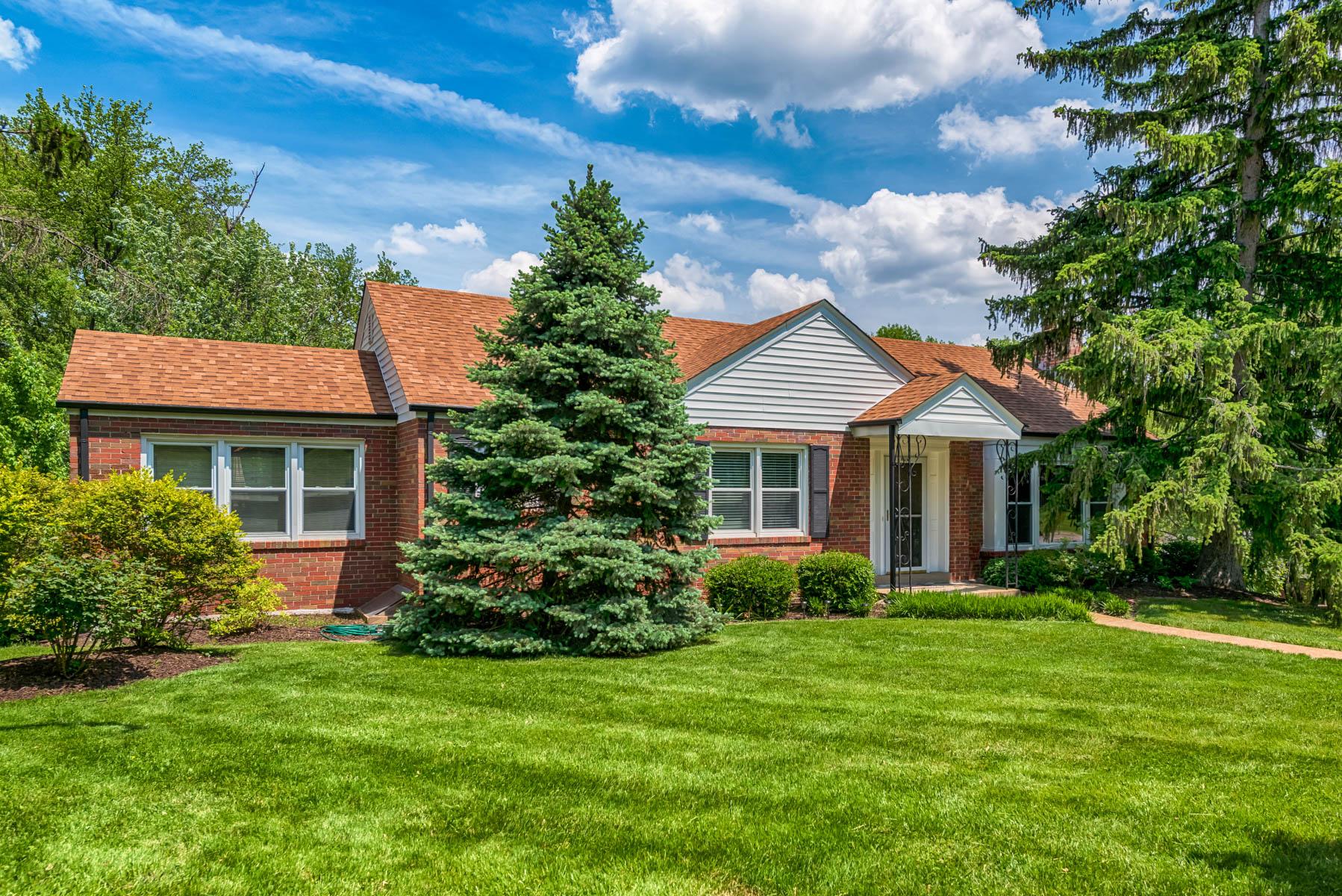 Casa para uma família para Venda às Washington Ave 8801 Washington Ave University City, Missouri 63124 Estados Unidos