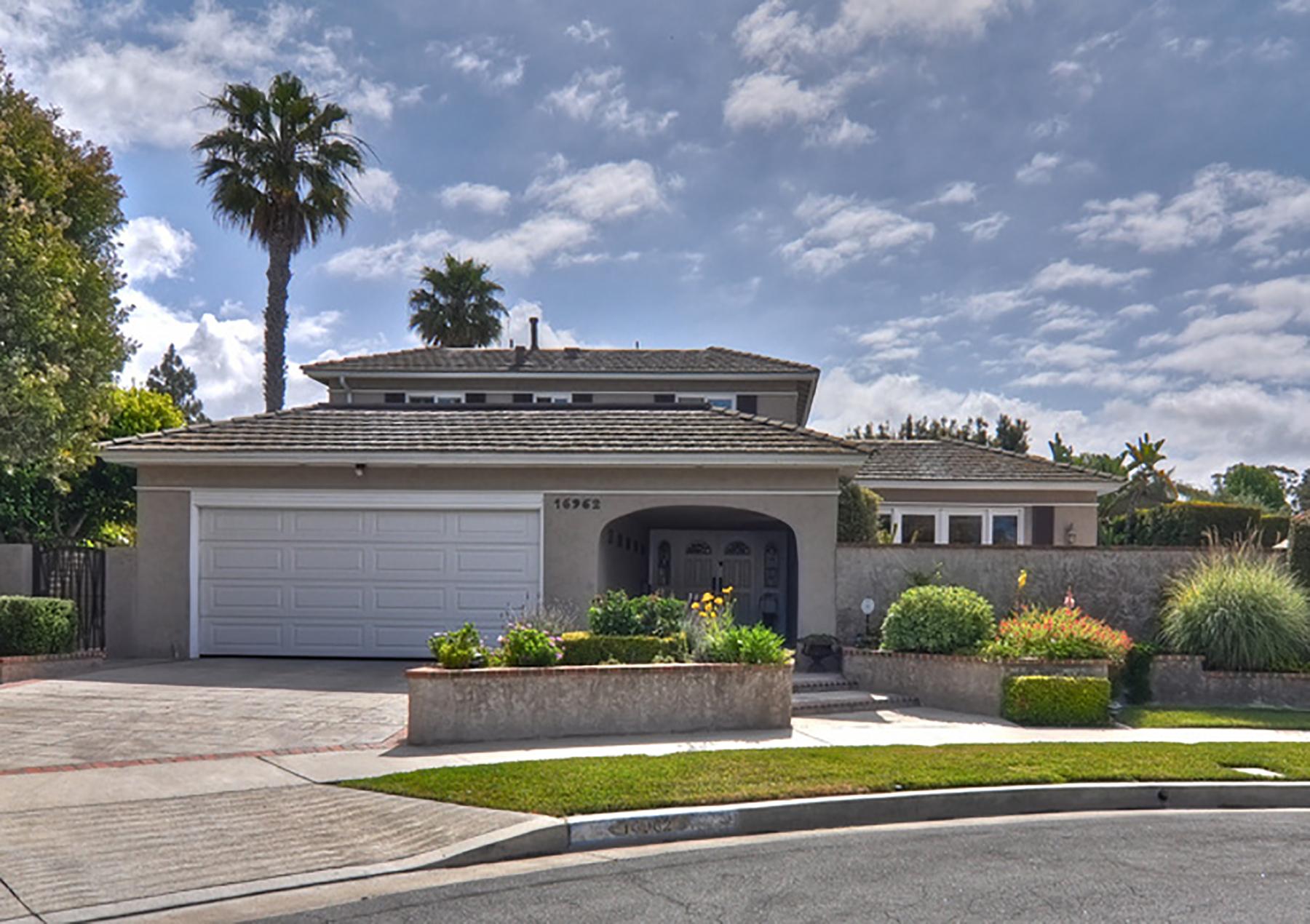 Casa Unifamiliar por un Venta en 16962 Lowell Huntington Beach, California 92649 Estados Unidos