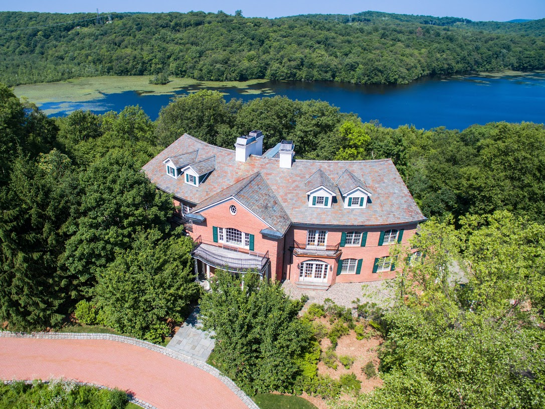 Single Family Home for Sale at Elegant Waterfront Estate 4 Springhouse Way Sloatsburg, New York 10974 United States
