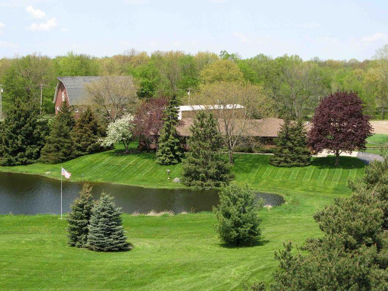 Maison unifamiliale pour l Vente à Lyon Township 20925 Currie Road Northville, Michigan, 48167 États-Unis