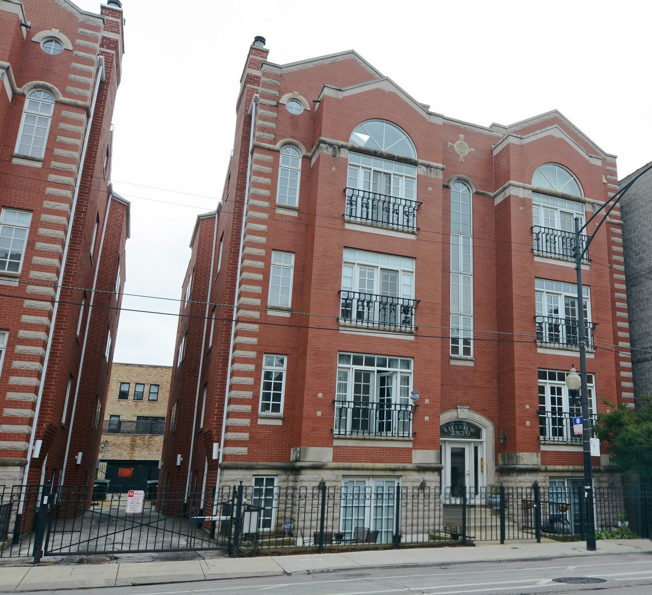 Condominium for Sale at Lovely and Charming English Garden Unit 2529 N Halsted Street #1S Lakeview, Chicago, Illinois 60614 United States