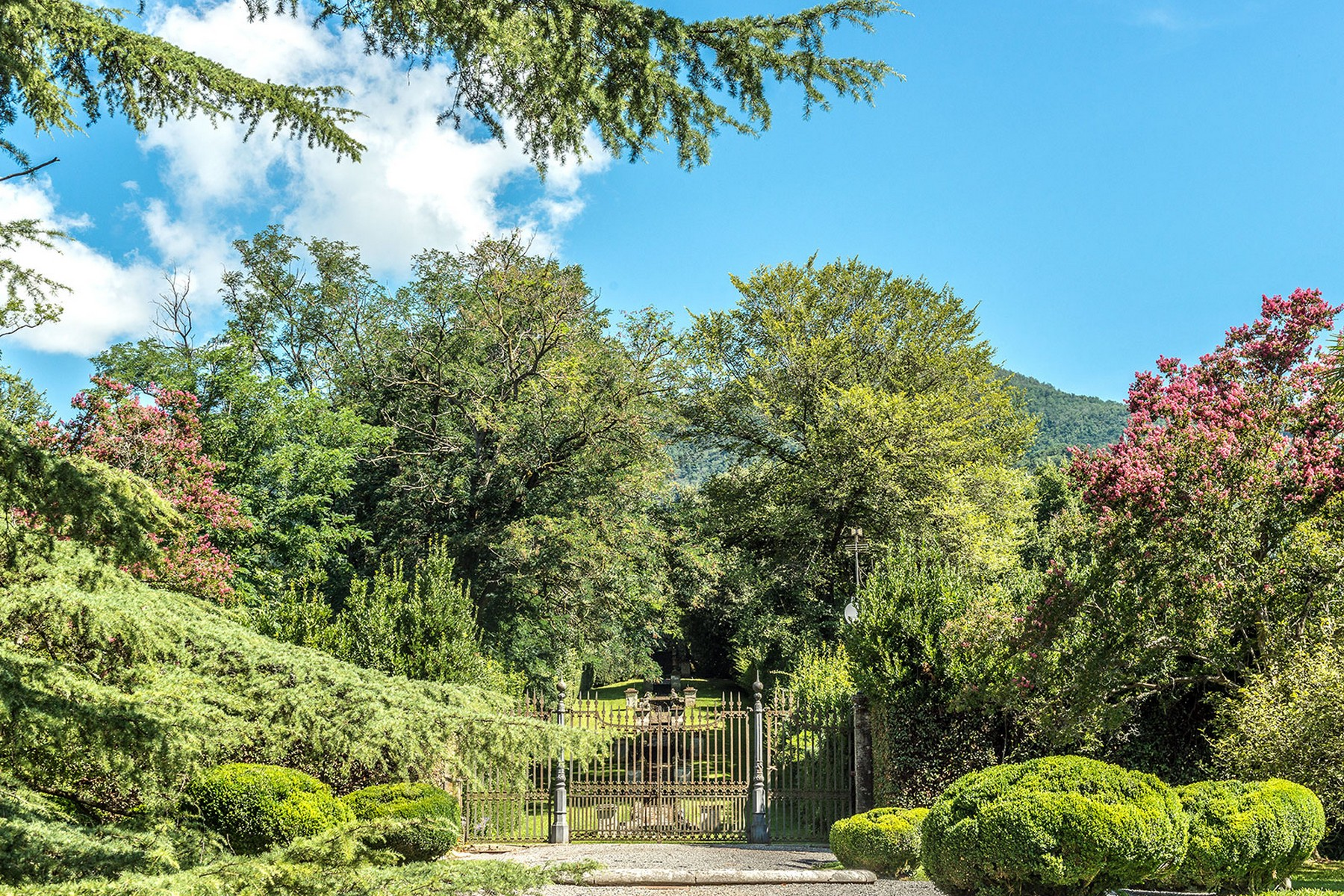 Additional photo for property listing at Incomparable historic mansion Lucca, Lucca Italia
