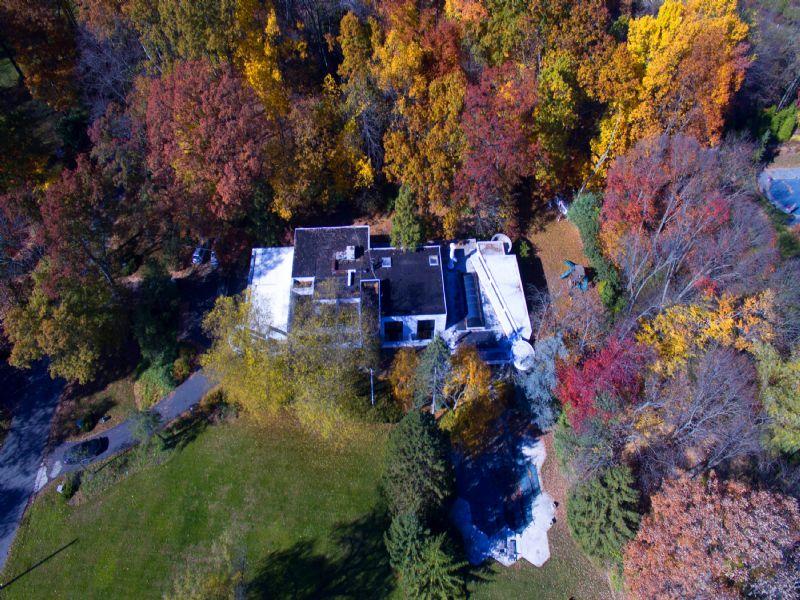 Villa per Vendita alle ore Panoramic Views Of Pond 7 Arrowhead Lane Saddle River, New Jersey, 07458 Stati Uniti