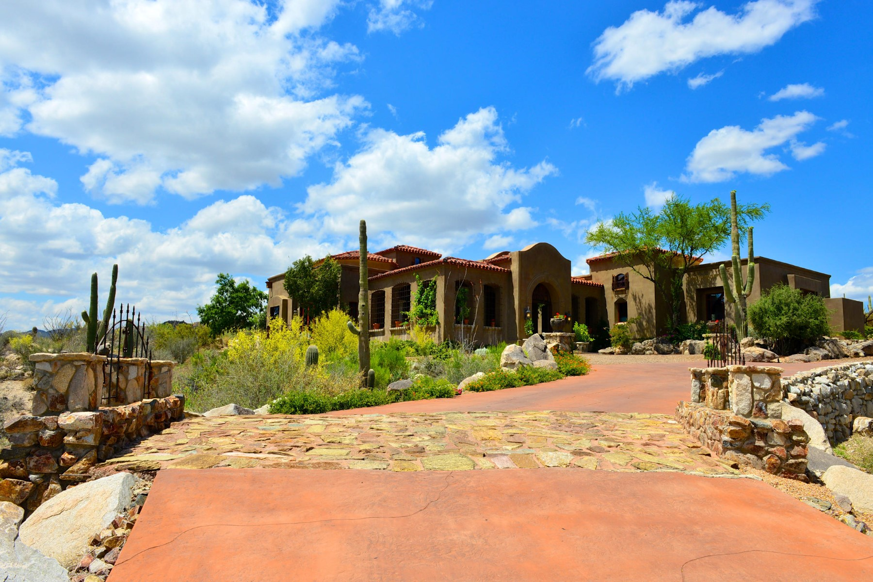 Maison unifamiliale pour l Vente à Absolutely stunning Tuscan-inspired country villa in serene Honey Bee Canyon. 99 E Beekeeper Trail Oro Valley, Arizona 85755 États-Unis