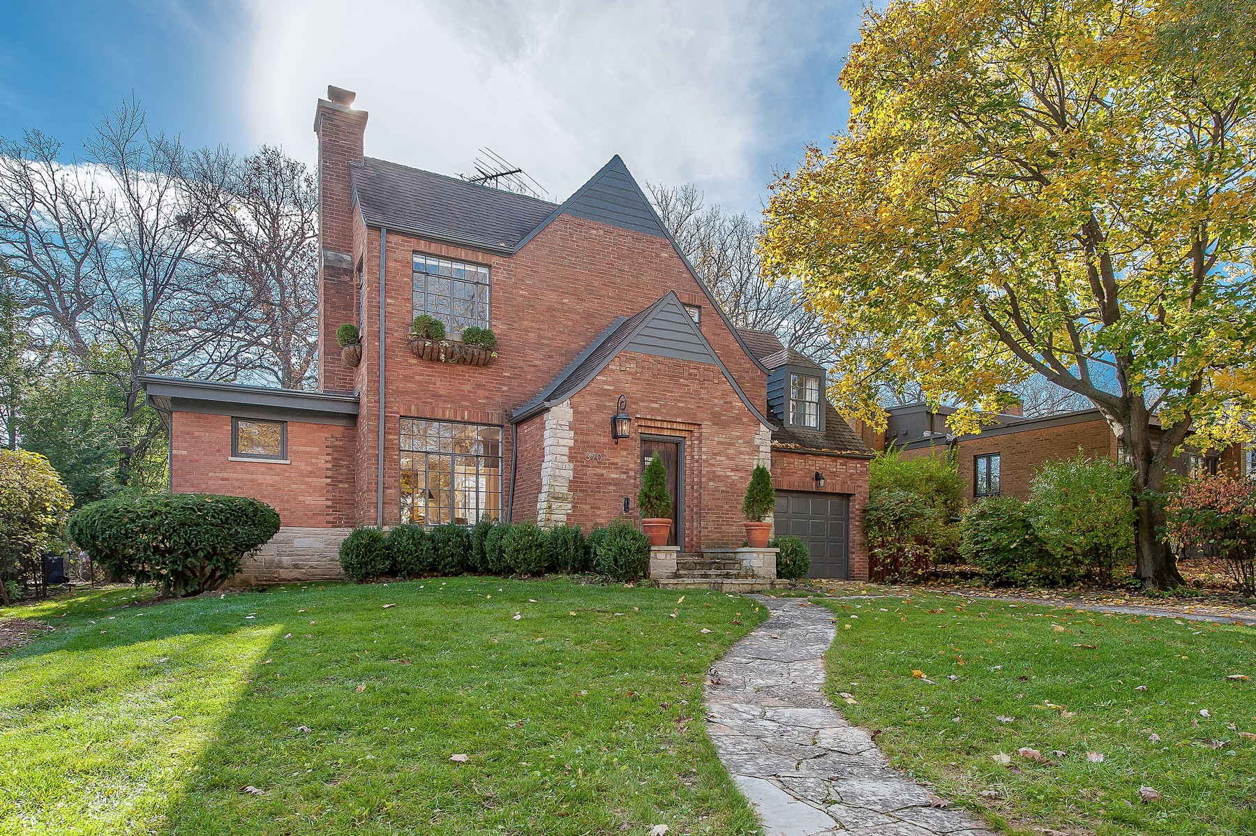 Maison unifamiliale pour l Vente à Incredibly Charming Home 370 Delta Road Highland Park, Illinois, 60035 États-Unis