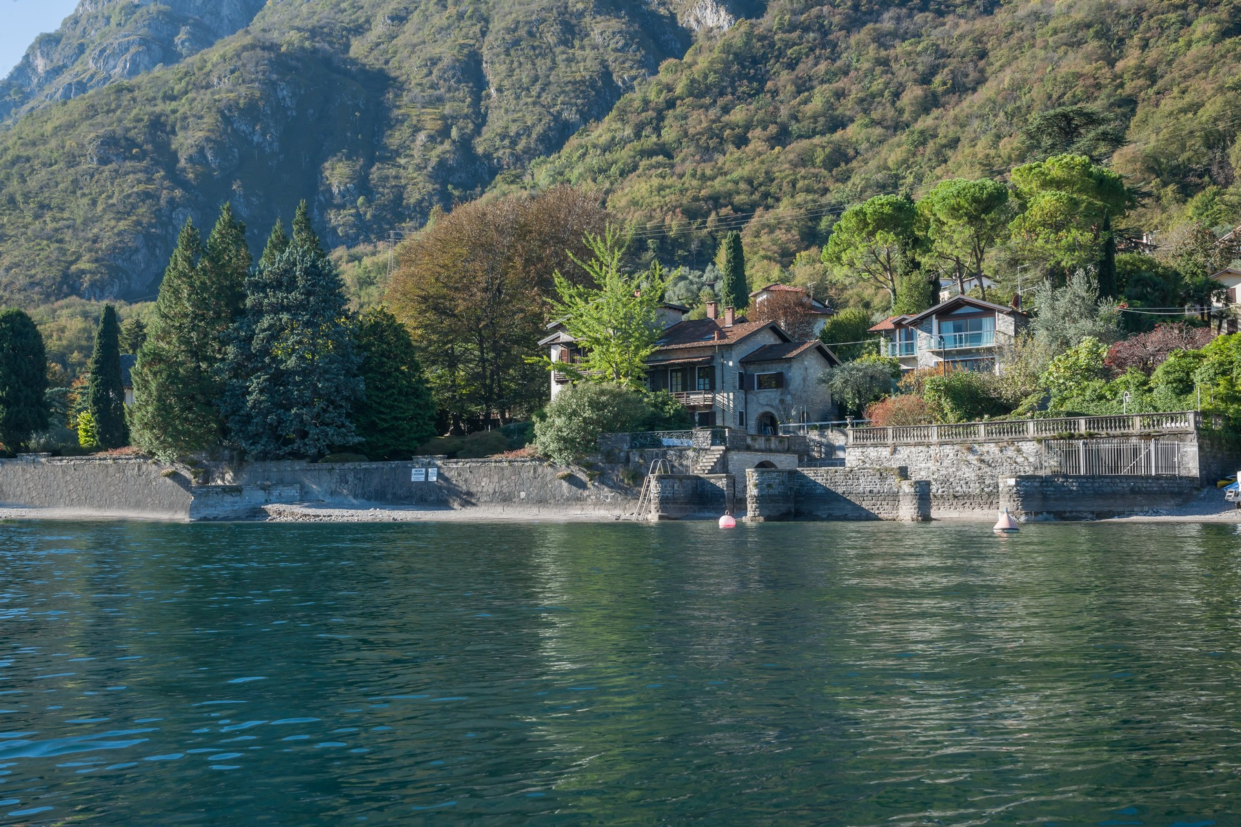 Additional photo for property listing at Magnificent property pieds dans l'eau Via Cadorna Oliveto Lario, Lecco 23865 Italie
