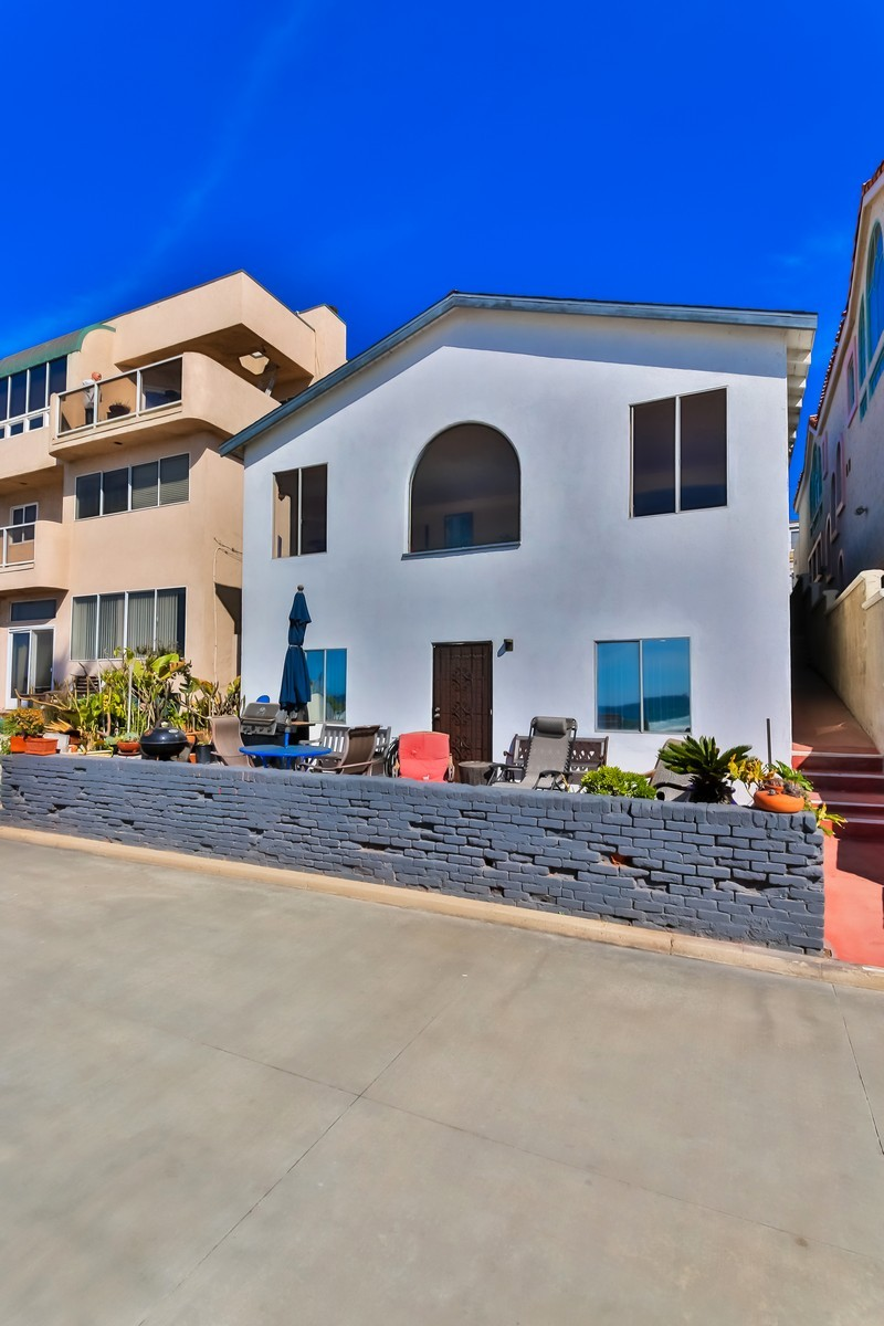 Single Family Home for Sale at 4016 The Strand Manhattan Beach, California 90266 United States