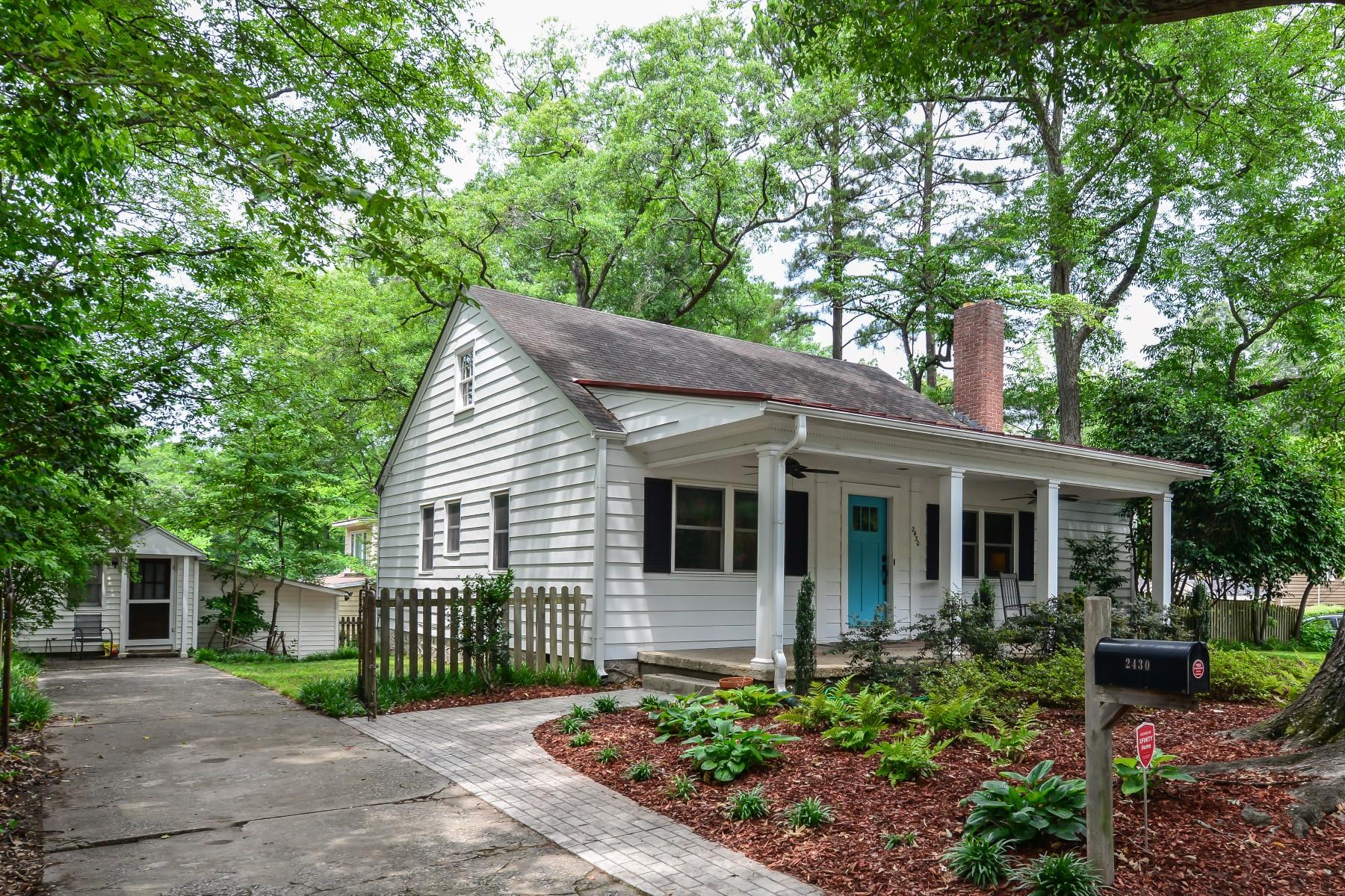 Vivienda unifamiliar por un Venta en Beautifully Renovated Bungalow In Peachtree Hills 2430 Shenandoah Avenue Peachtree Hills, Atlanta, Georgia, 30305 Estados Unidos