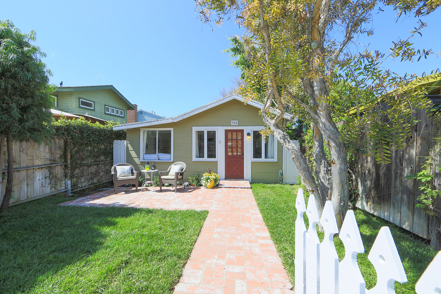 Single Family Home for Sale at Avalon Cottage 925 Avalon St Laguna Beach, California 92651 United States