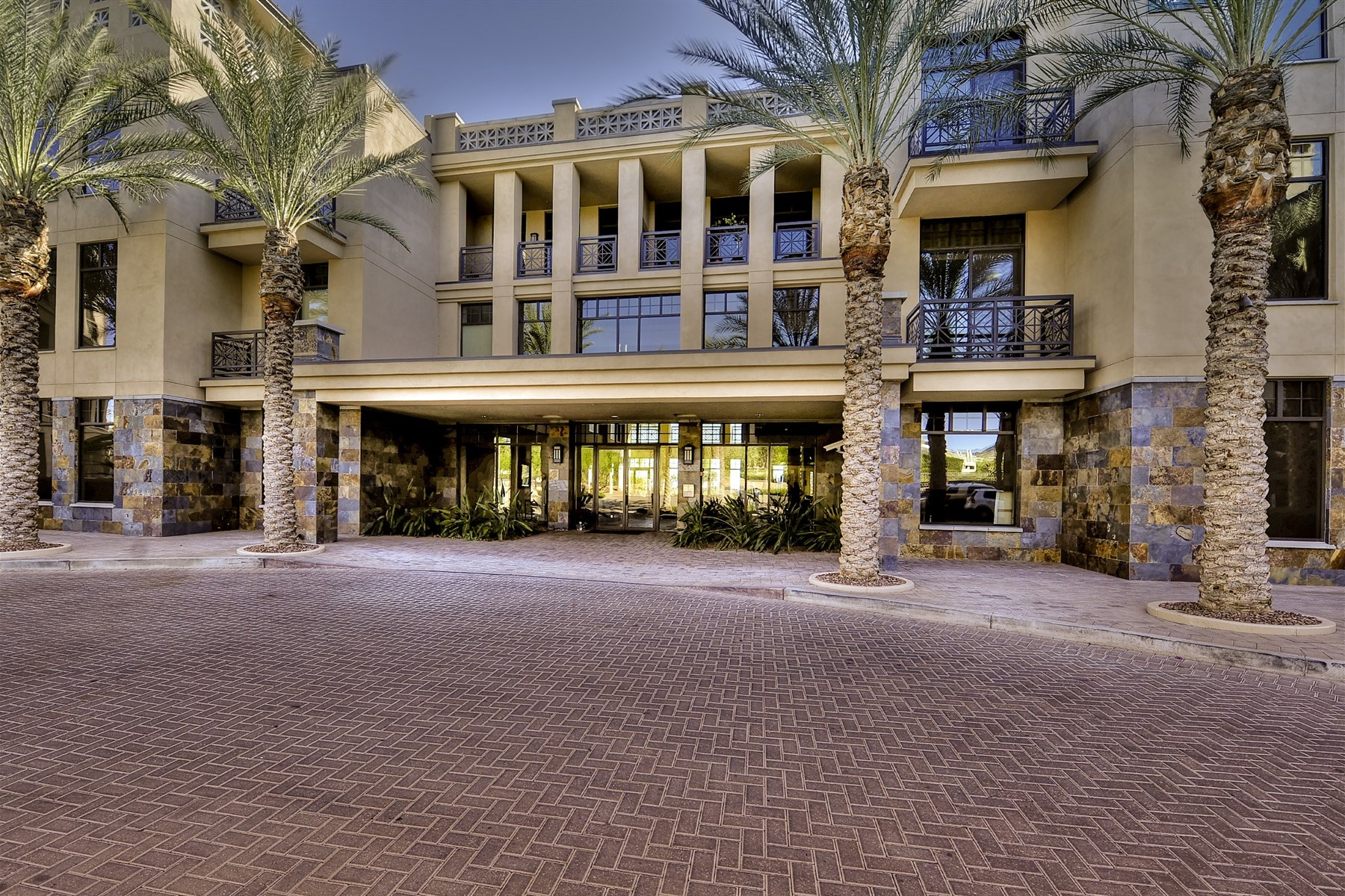 Condominium for Sale at Luxury Living in the Fairway Lodge At The Biltmore 8 E Biltmore Estates #215 Phoenix, Arizona, 85016 United States