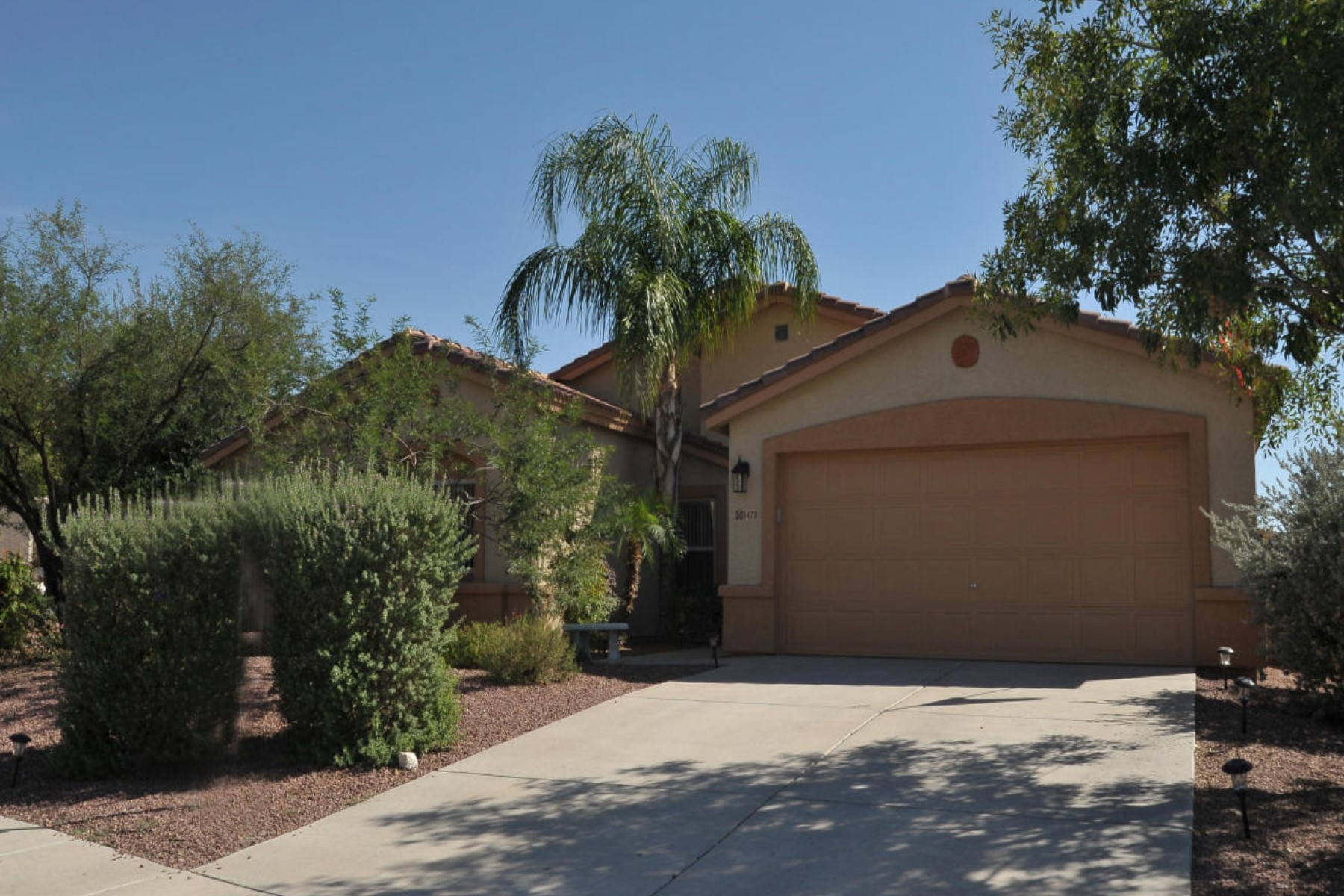 Moradia para Venda às Great home with great access to I-10 5473 W Carriage Drive Tucson, Arizona 85742 Estados Unidos