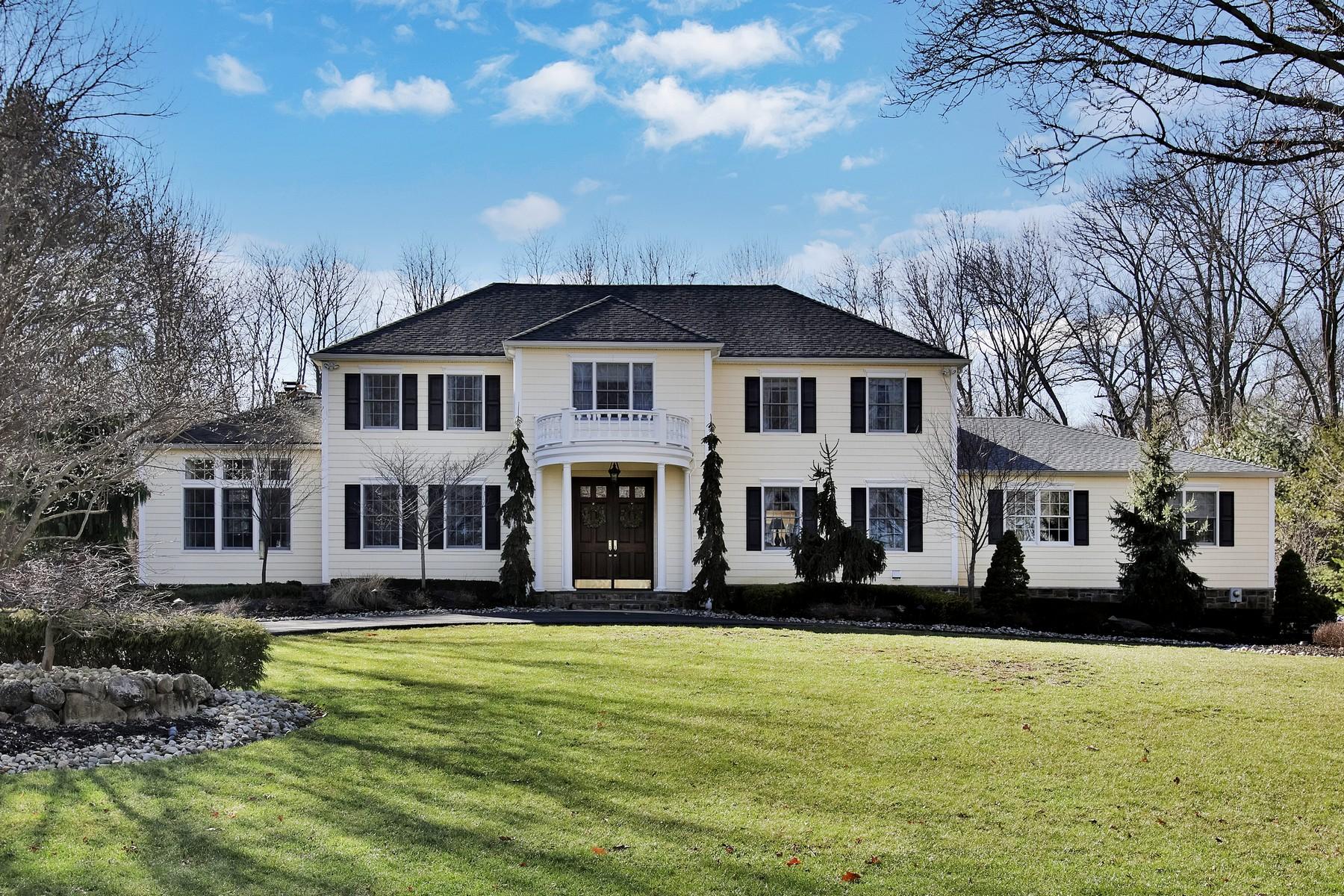 Villa per Vendita alle ore Family Oasis 10 Beaver Dam Rd Colts Neck, New Jersey, 07722 Stati Uniti