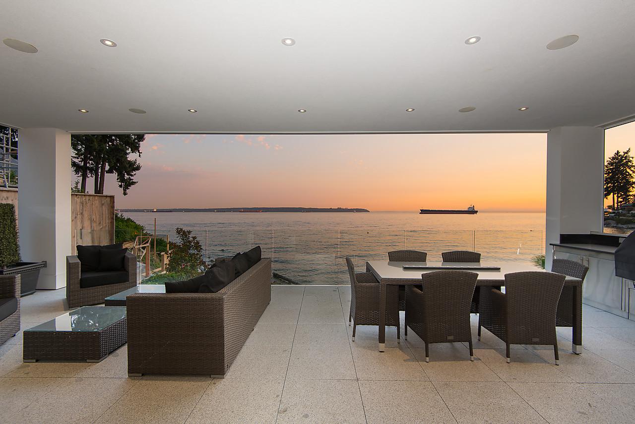 Casa Unifamiliar por un Venta en Luxury Waterfront Residence 3362 Radcliffe Avenue West Vancouver, British Columbia V7V1G6 Canadá