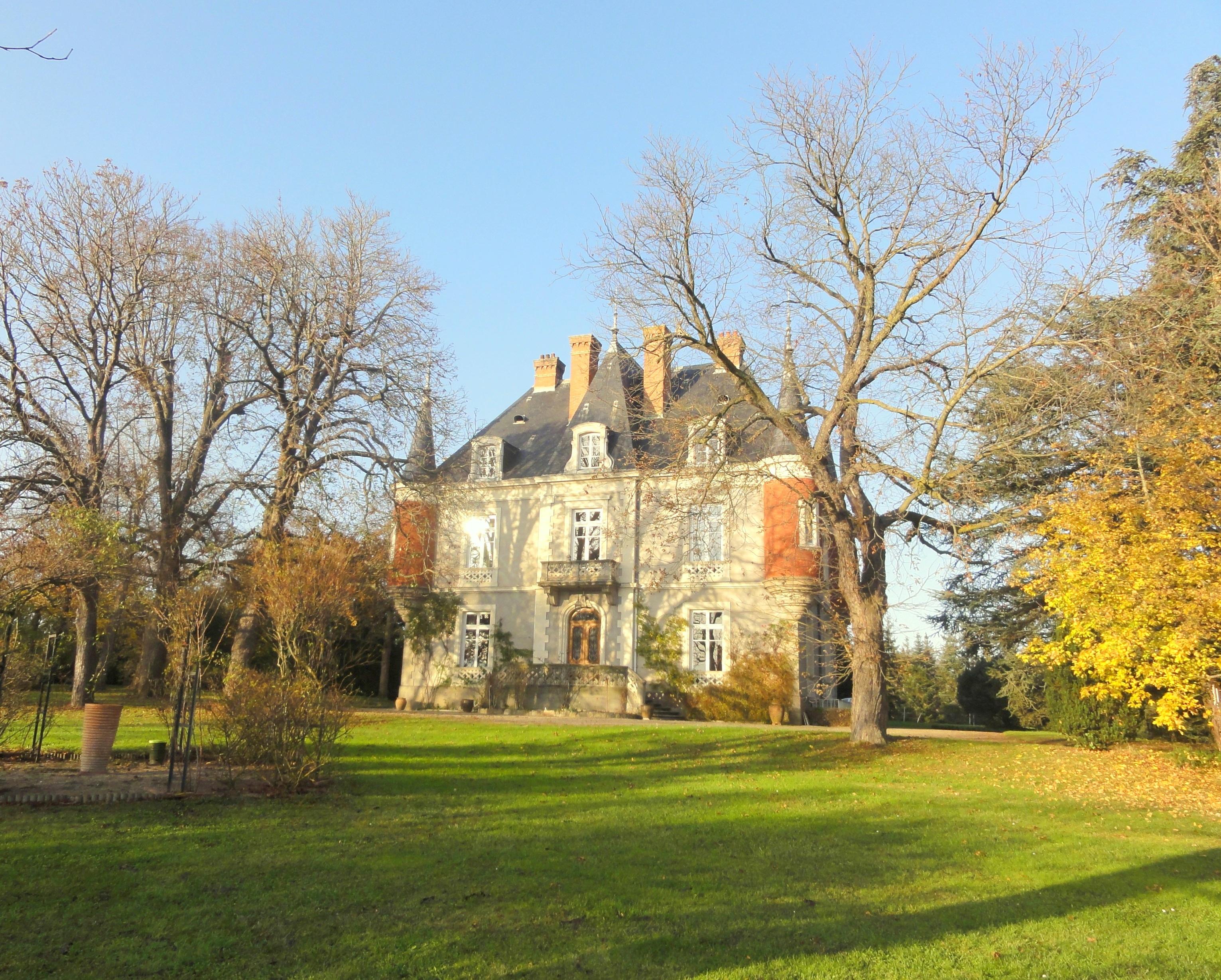 Single Family Home for Sale at DEMEURE DE CHARME POUR AMOUREUX D'ARTS EQUESTRES PLAINE DU FOREZ Other Rhone-Alpes, Rhone-Alpes 42130 France