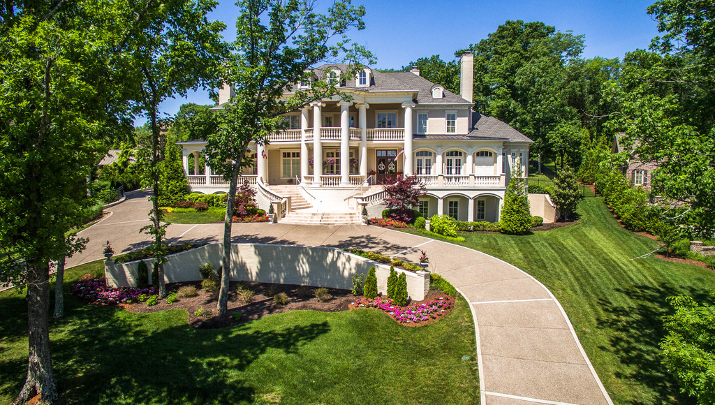 Villa per Vendita alle ore Stunning in Annandale, Remodeled to Perfection 287 Jones Parkway Brentwood, Tennessee, 37027 Stati Uniti
