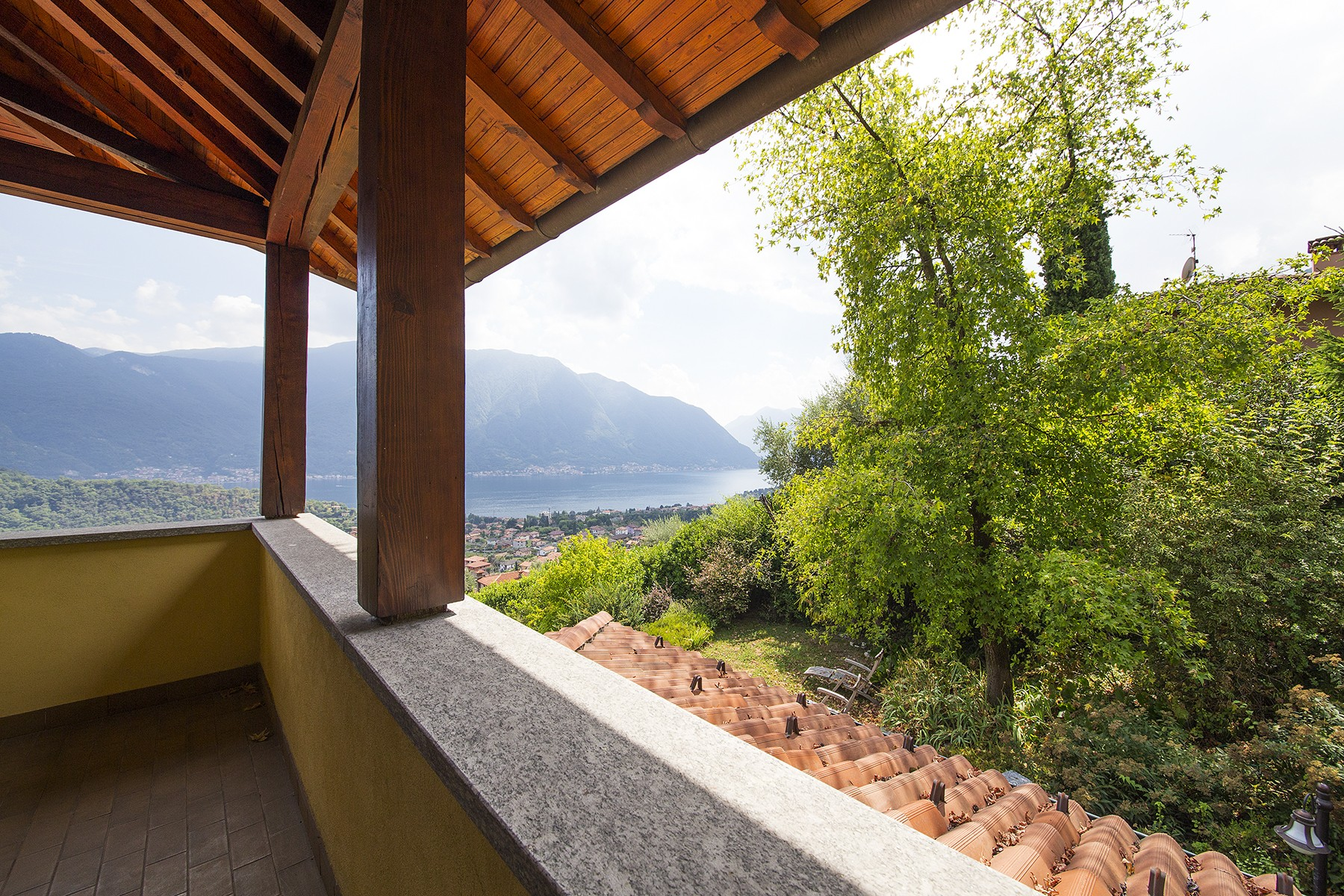 Additional photo for property listing at Grand modern villa with spectacular views of Lake Como Strada dell'Alpe Lenno, Como 22016 Italia