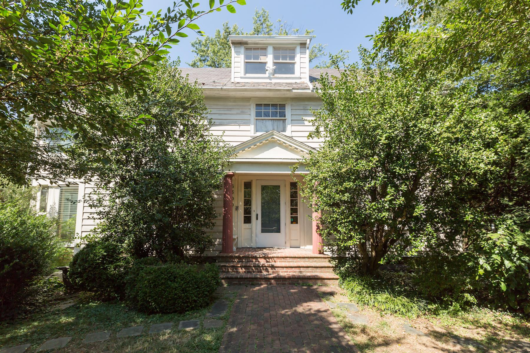 Maison unifamiliale pour l Vente à Chevy Chase 6300 Brookville Rd Chevy Chase, Maryland, 20815 États-Unis