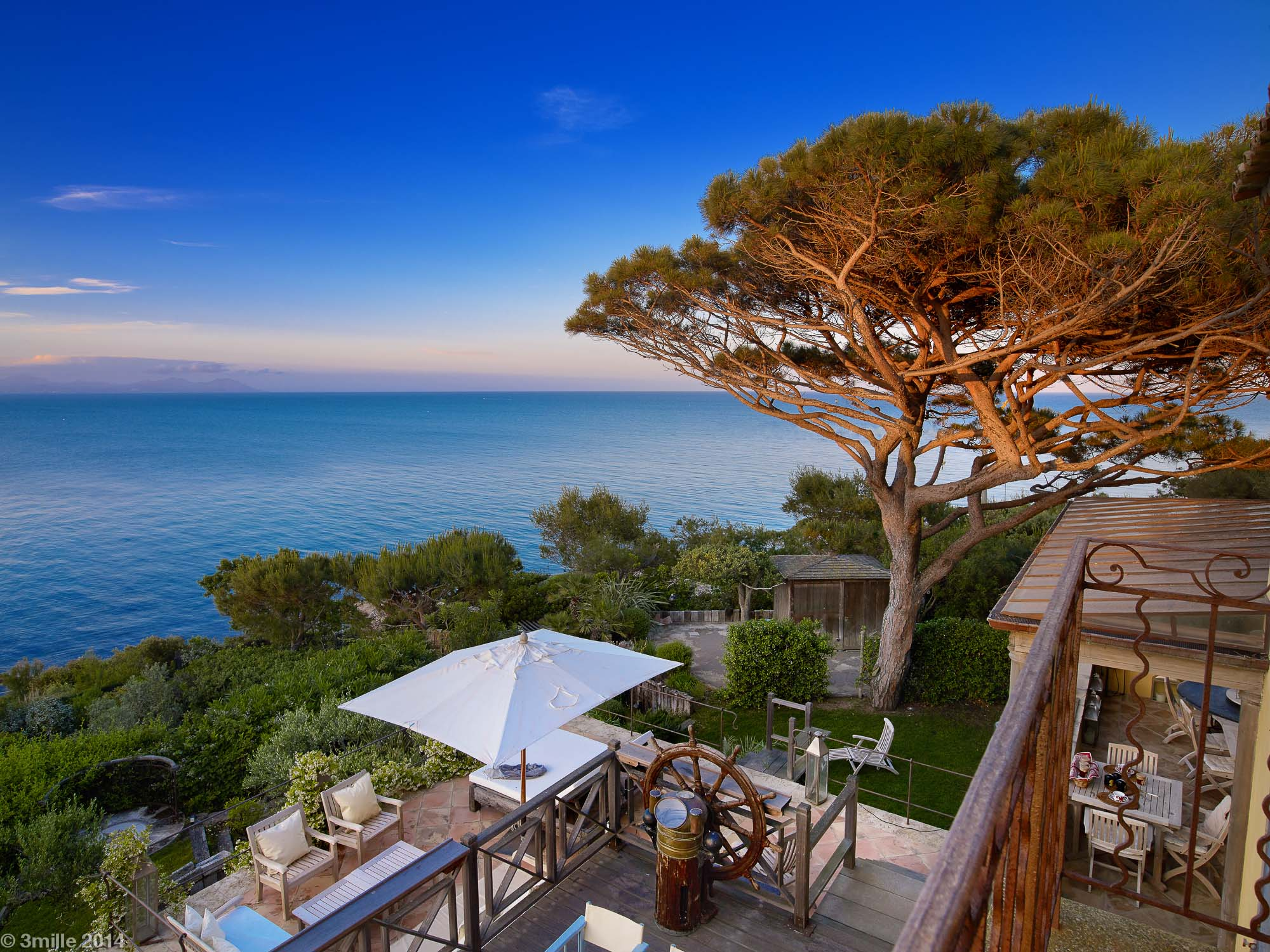 Villa per Vendita alle ore Luxury property with amazing sea views in the Parcs of Saint-Tropez Saint Tropez Saint Tropez, Provenza-Alpi-Costa Azzurra, 83990 Francia