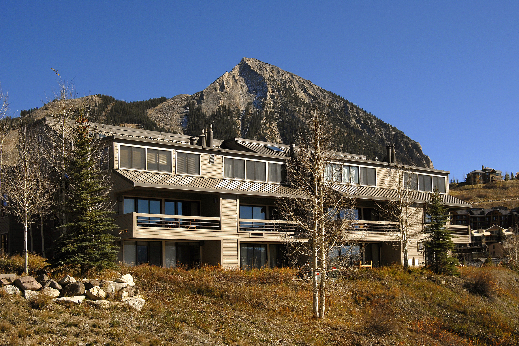 Property For Sale at commanding Mountain Views