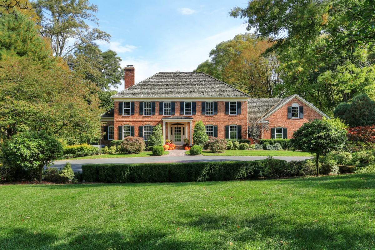 Villa per Vendita alle ore Elegant Brick Colonial 71 Beverly Drive Bernardsville, New Jersey 07924 Stati Uniti