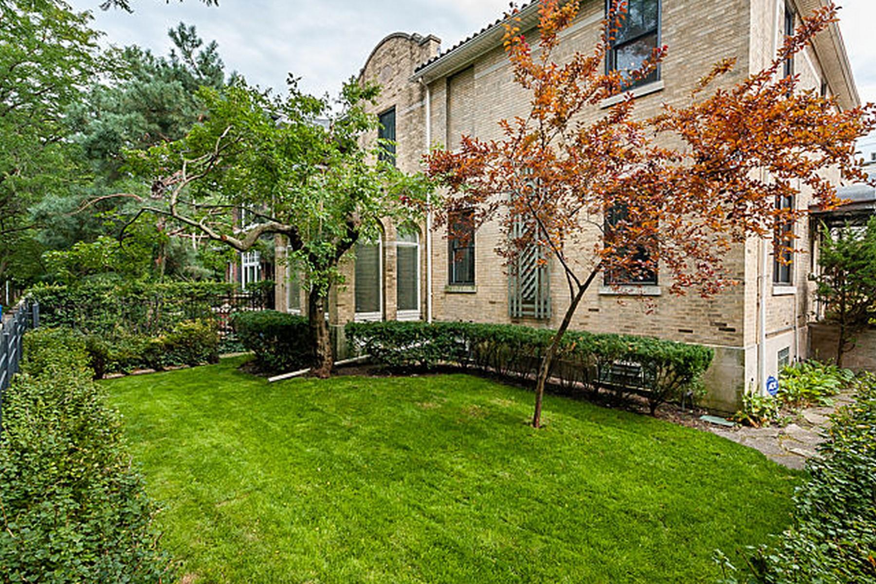 Maison unifamiliale pour l Vente à Historic Bright and Beautiful Home 843 W Castlewood Terrace Uptown, Chicago, Illinois, 60640 États-Unis