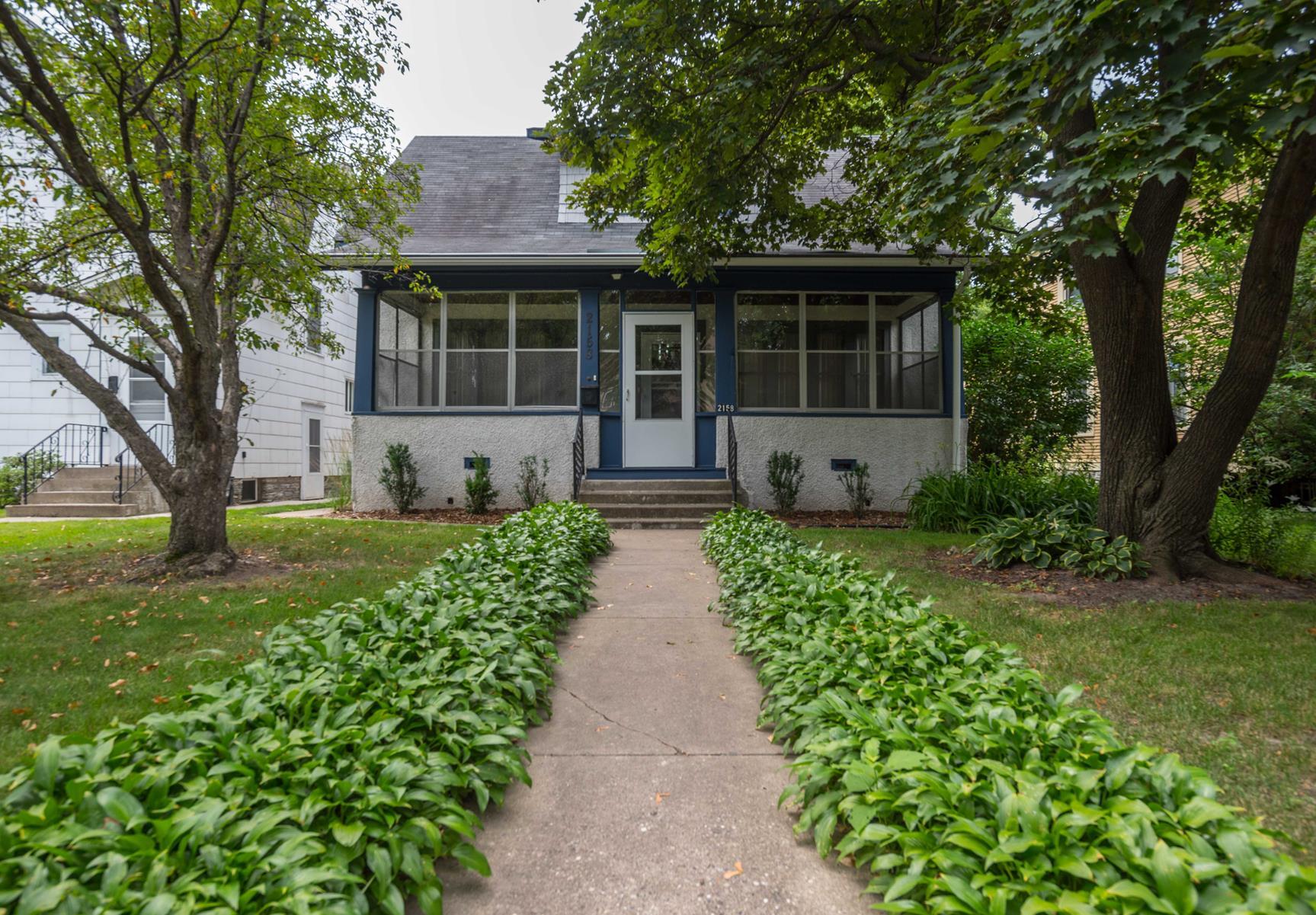 Maison unifamiliale pour l Vente à 2158 Marshall Avenue St. Paul, Minnesota, 55104 États-Unis