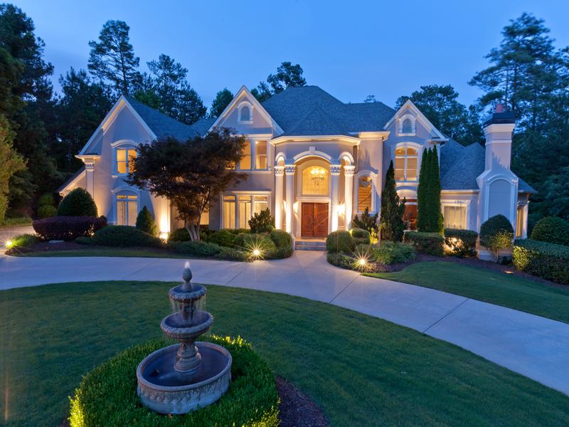 Частный односемейный дом для того Продажа на Extraordinary Estate in Country Club of the South 3960 Merriweather Woods Alpharetta, Джорджия 30022 Соединенные Штаты