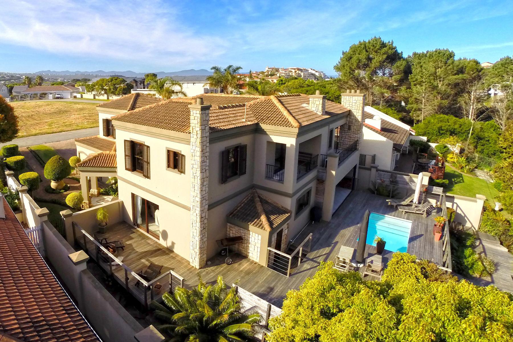 Maison unifamiliale pour l Vente à Beautiful Family Home Plettenberg Bay, Cap-Occidental, 6600 Afrique Du Sud