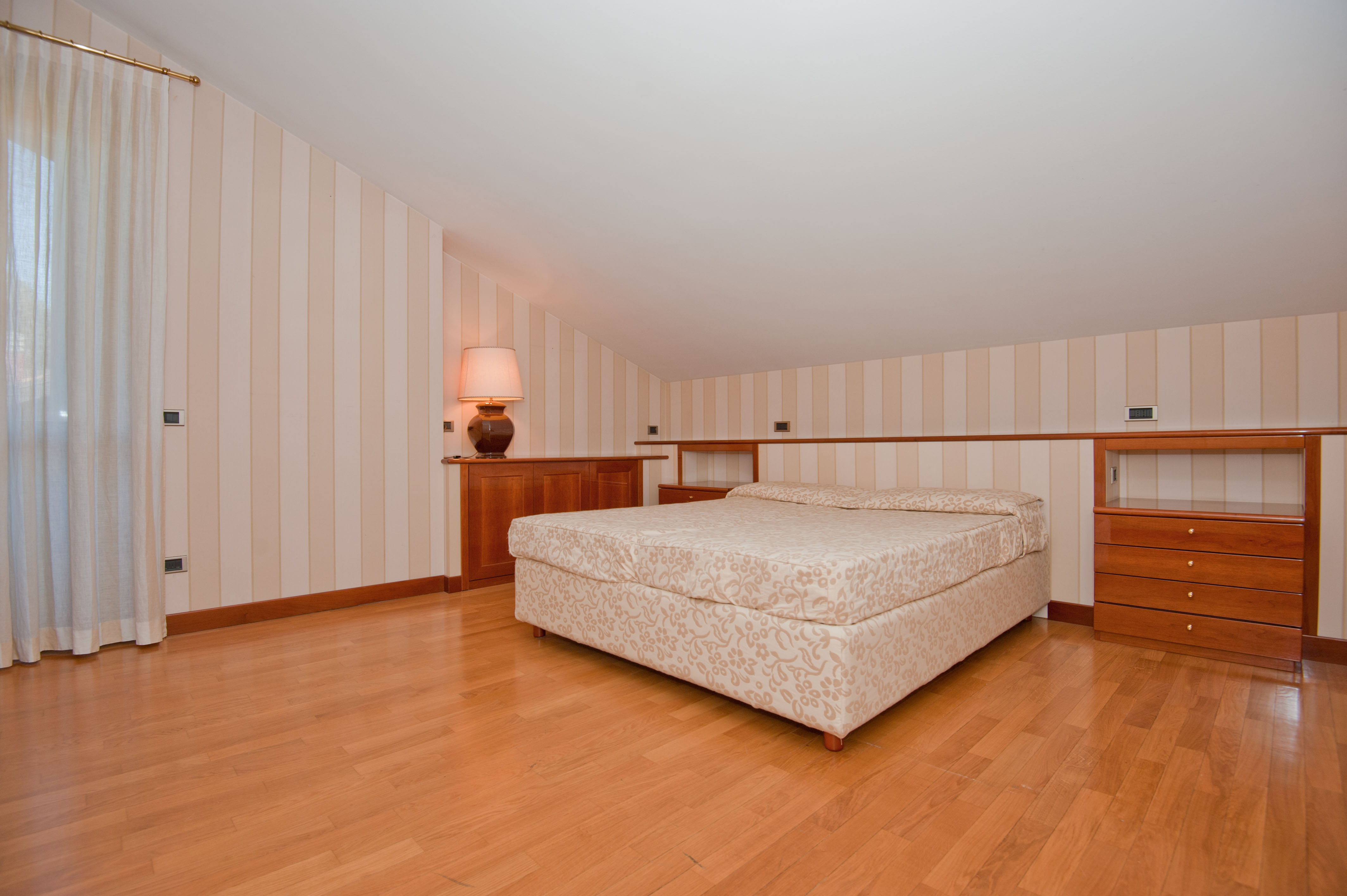 """Additional photo for property listing at Peaceful property immersed in the green area of the Golf """"La Pinetina"""" Via Valle Verde Appiano Gentile, Como 22070 Italie"""