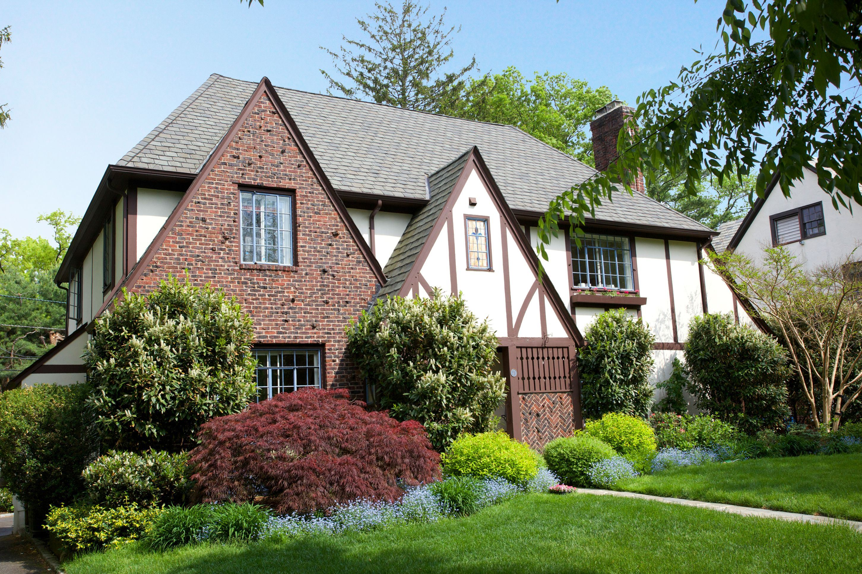 Maison unifamiliale pour l Vente à Light Filled Tudor 25 The Fairway Montclair, New Jersey 07043 États-Unis