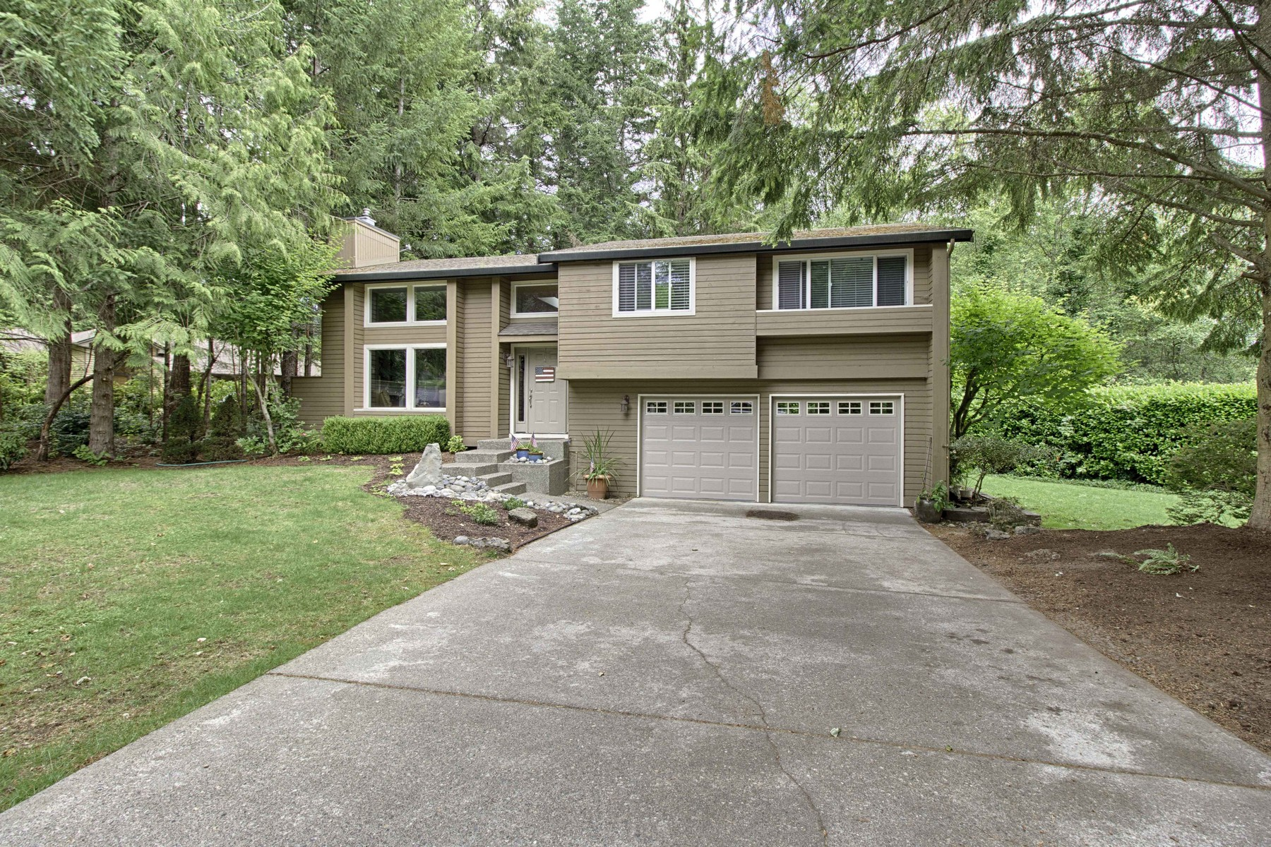 Single Family Home for Sale at Fabulous Canterwood Home 12909 44th Ave. Ct. NW Gig Harbor, Washington, 98332 United States
