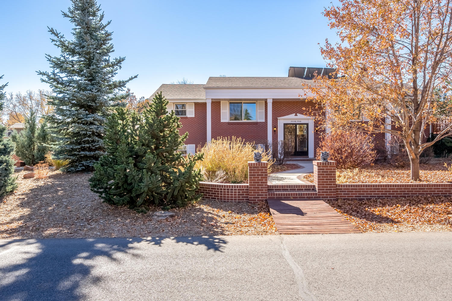Single Family Home for Sale at Absolutely beautiful home in desirable Lochmoor neighborhood 7090 W Radcliff Ave Littleton, Colorado, 80123 United States