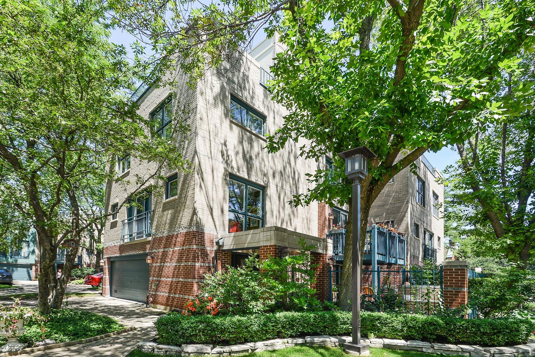 Townhouse for Sale at Rarely Available South Loop Prairie Townhome 1438 S Federal Street Chicago, Illinois 60605 United States