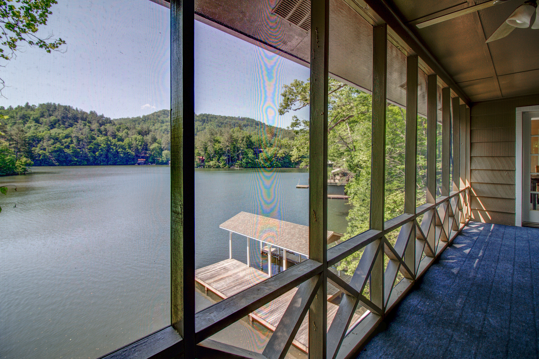 Villa per Vendita alle ore Serene Updated Cottage on Lake Burton 625 Oscar Rock Road Clayton, Georgia 30525 Stati Uniti
