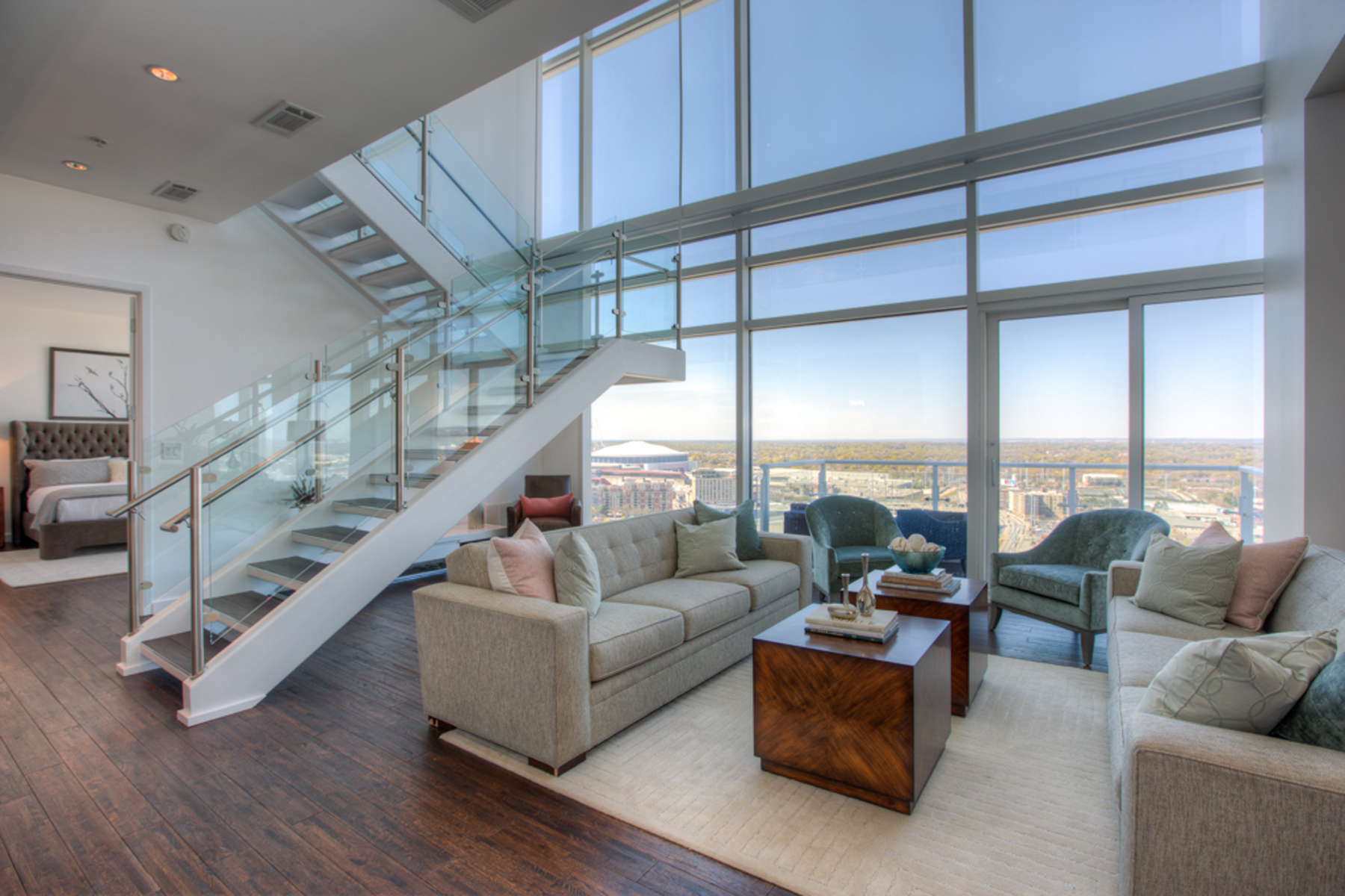 Additional photo for property listing at Spectacular Two Level Atlanta Penthouse With Luxury Hotel Amenities 45 Ivan Allen Jr Boulevard PH#2703 Atlanta, Georgia 30308 Stati Uniti