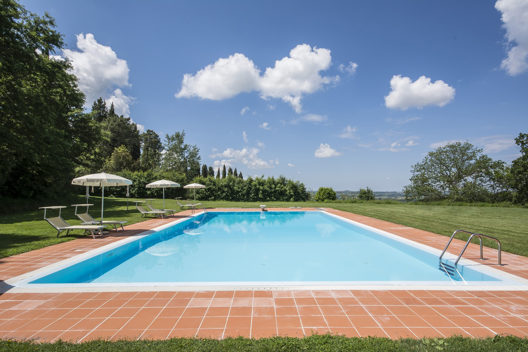 Additional photo for property listing at Breathtaking Tuscan estate with pool and tennis court Peccioli, Pisa Italien