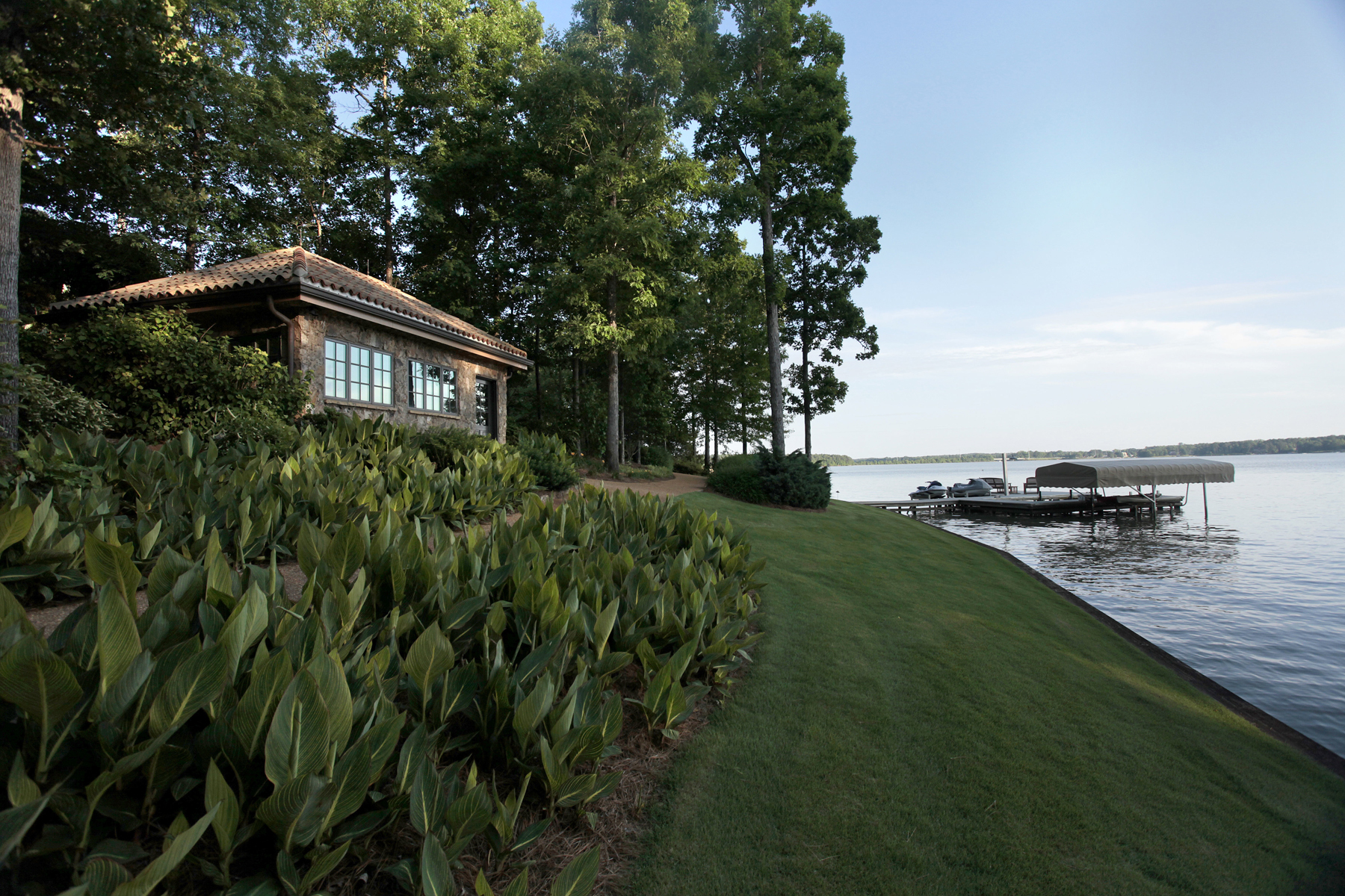 Additional photo for property listing at Lakefront Opulence 1270 Club Cove Drive Greensboro, Georgia 30642 Stati Uniti
