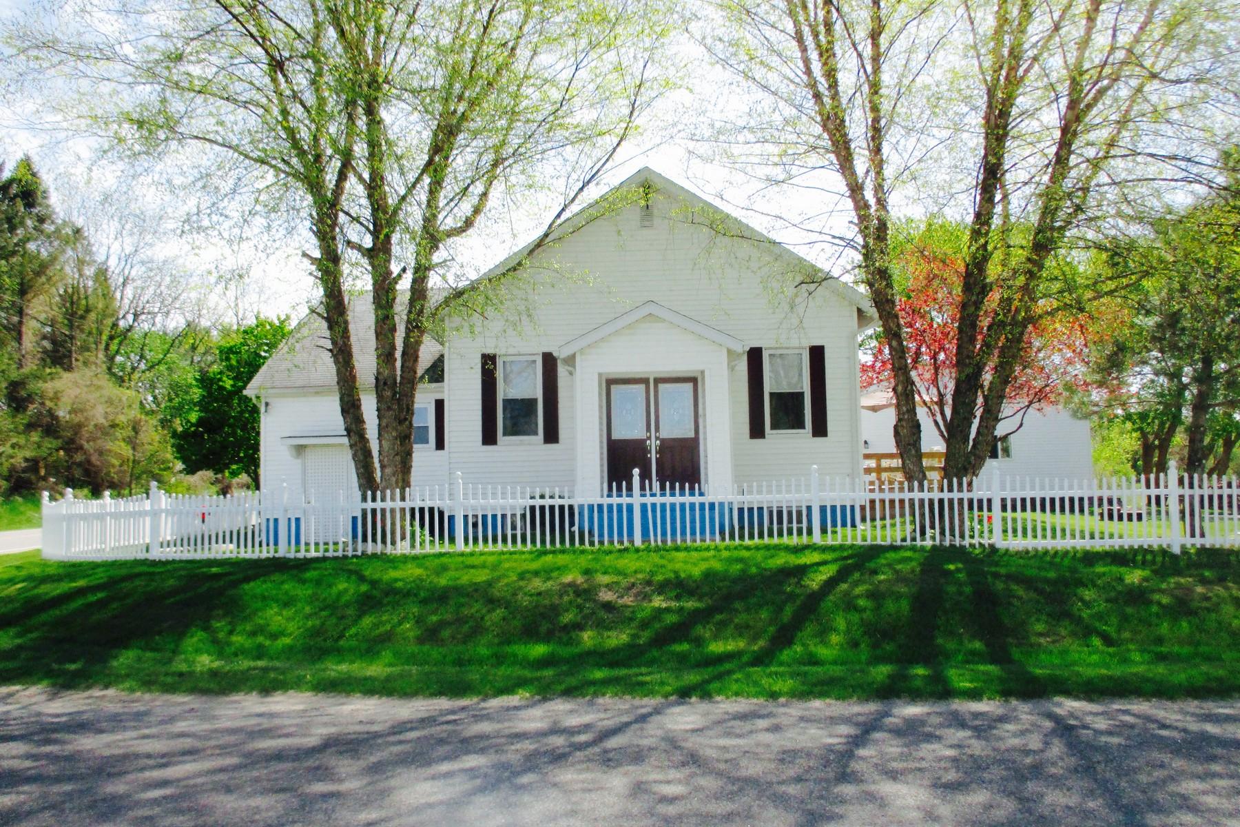 단독 가정 주택 용 매매 에 Peaceful Country Living 61965 County Road 384 Bangor, 미시건, 49013 미국