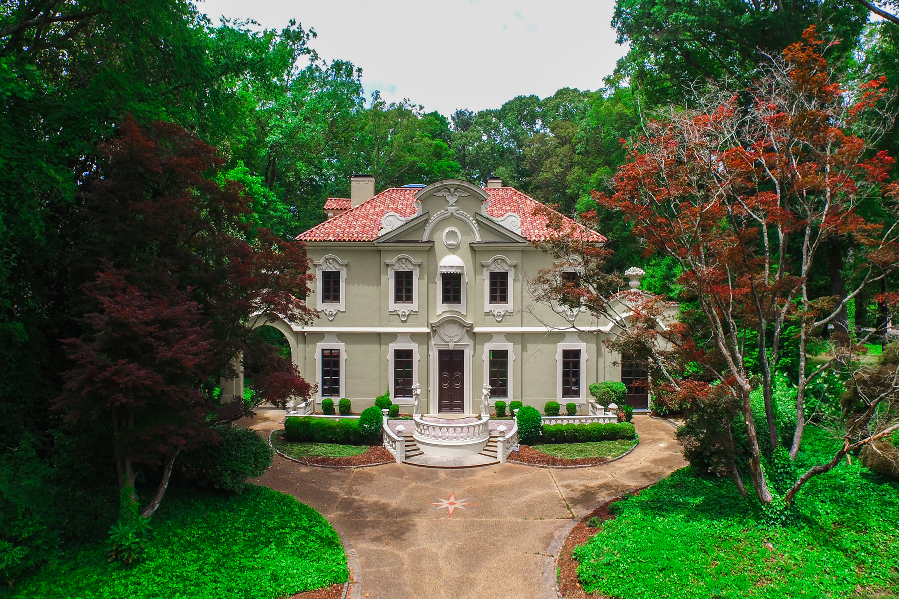 Частный односемейный дом для того Продажа на Classic Elegance In Atlanta's Finest Neighborhood 541 W Paces Ferry Road NW Buckhead, Atlanta, Джорджия, 30305 Соединенные Штаты