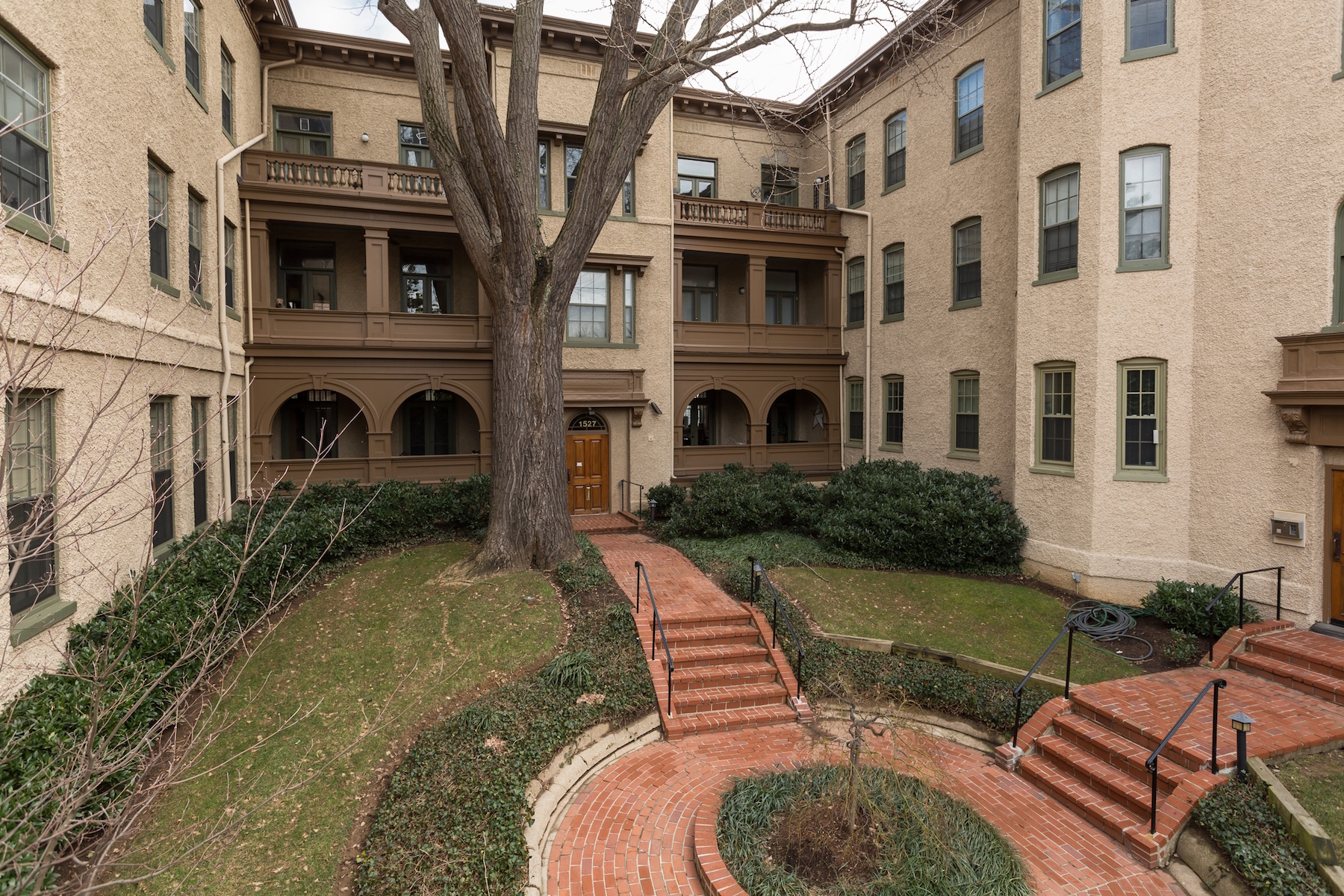 Additional photo for property listing at Rarely Available: Historic Georgetown Condominium 1527 30th Street Nw B21 Washington, 哥倫比亞特區 20007 美國