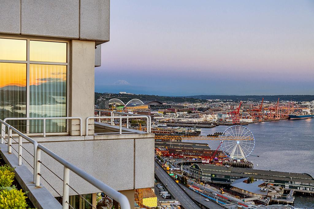 Additional photo for property listing at 2033 1st Avenue #3, Seattle 98121  Seattle, Washington 98121 United States