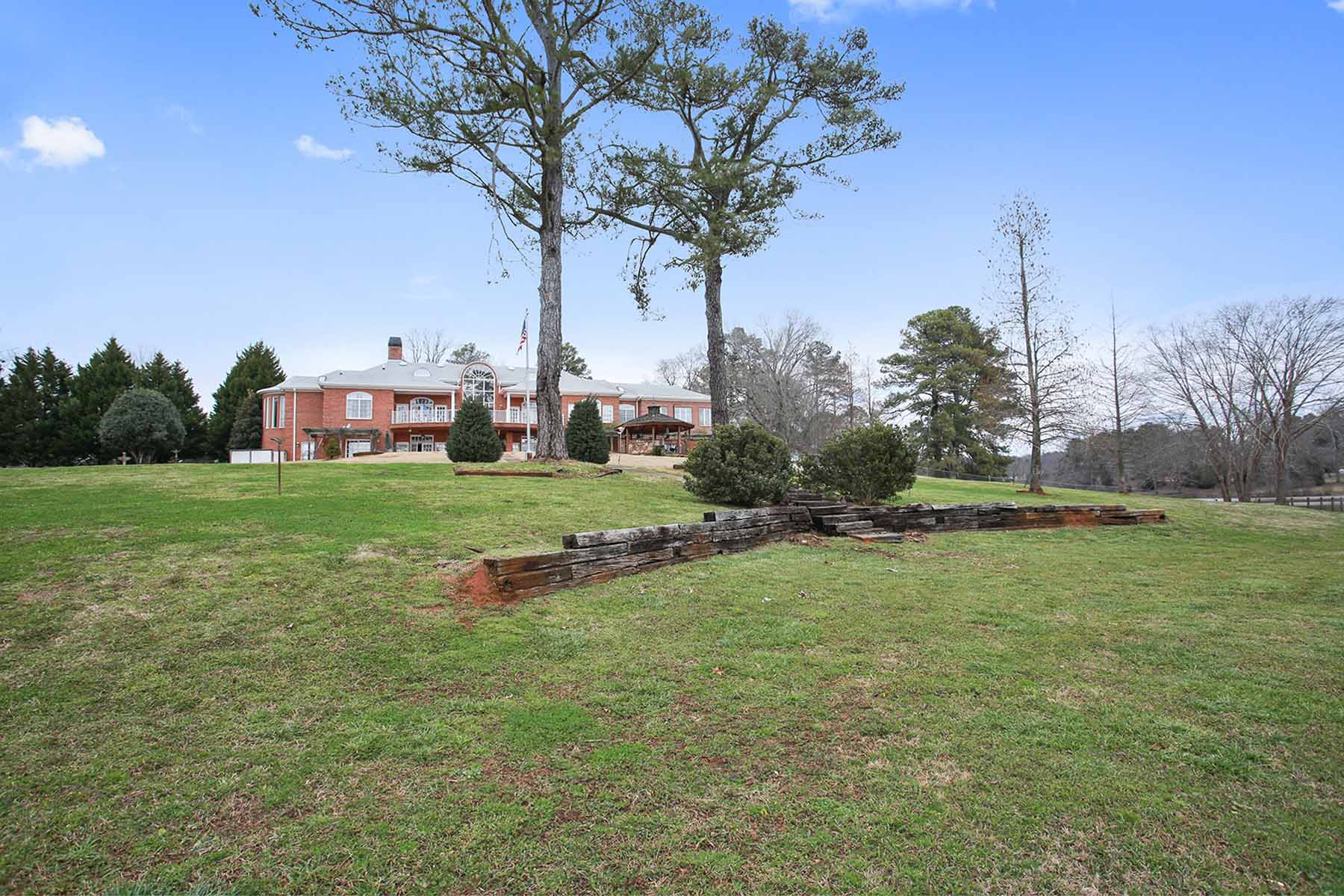 Additional photo for property listing at Old World Charm in Hampton! 3571 Hwy 20 Hampton, Georgien 30228 Usa