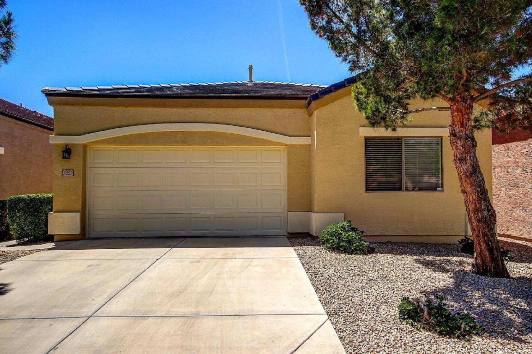 Single Family Home for Sale at Charming, move-in ready home in the gated Ravenswood community 3229 E Maldondo Dr Phoenix, Arizona, 85042 United States