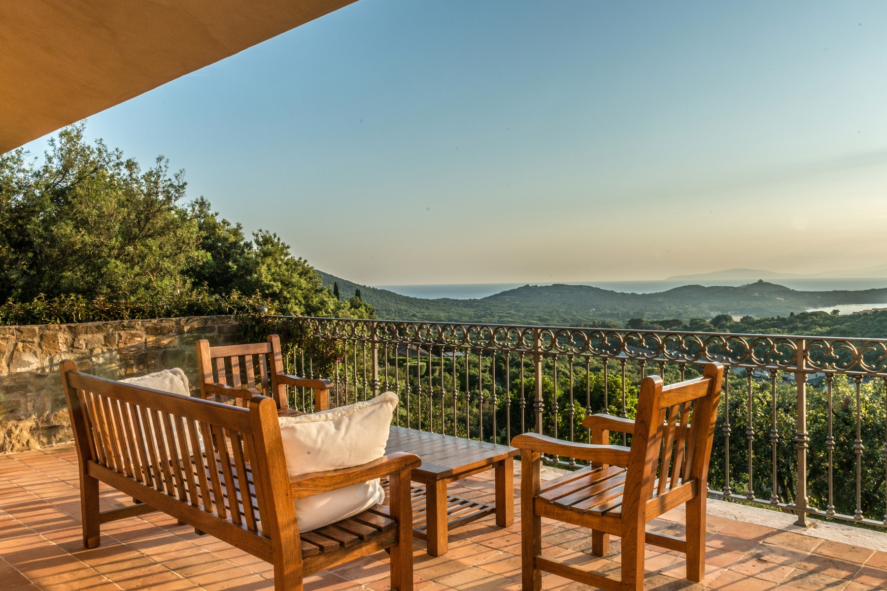 Additional photo for property listing at Sophisticated villa in the green with views of the Gulf Punta Ala Punta Ala, Grosseto 58043 Italy